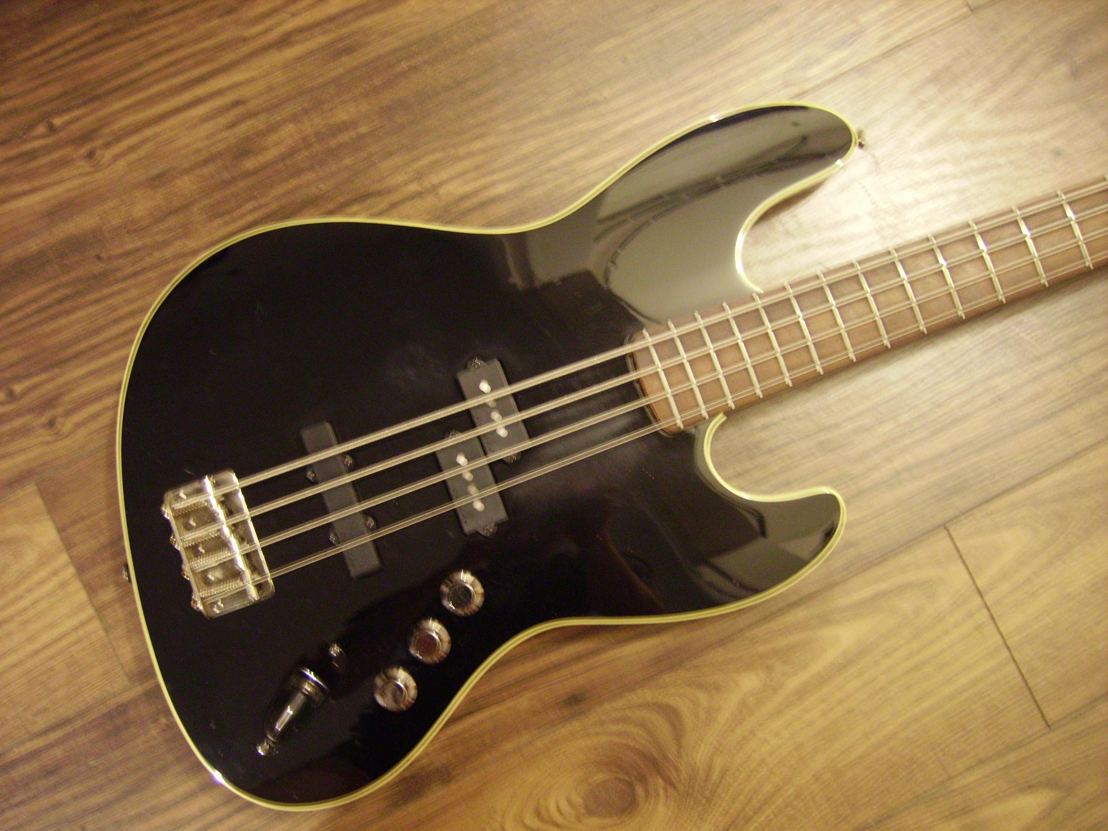 Fender Deluxe Aerodyne Jazz Bass Black 3
