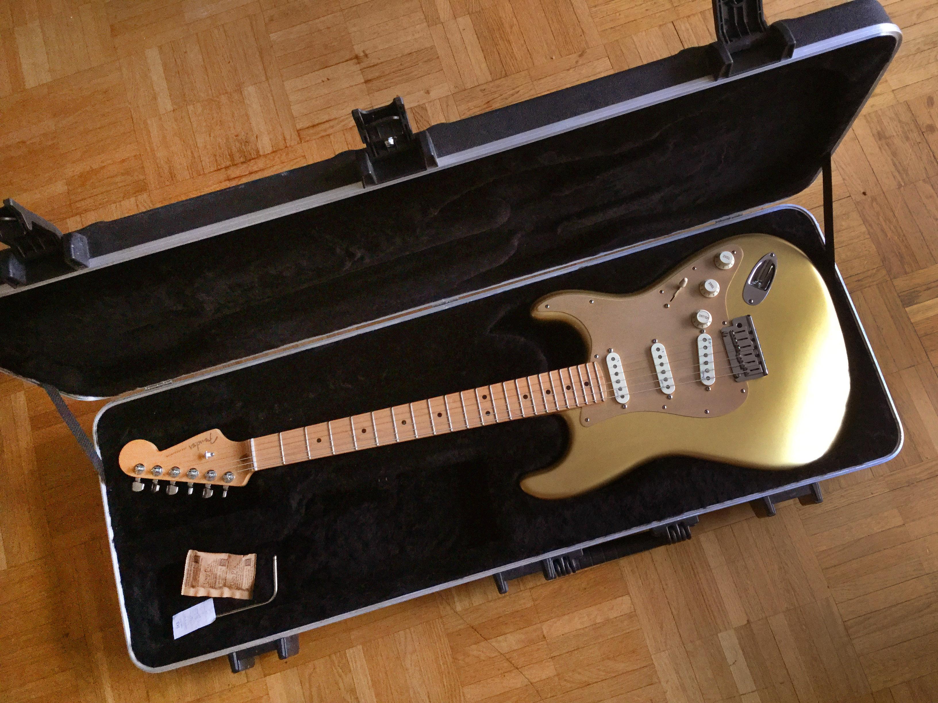 Fsr 2012 American Deluxe Stratocaster Fender Audiofanzine