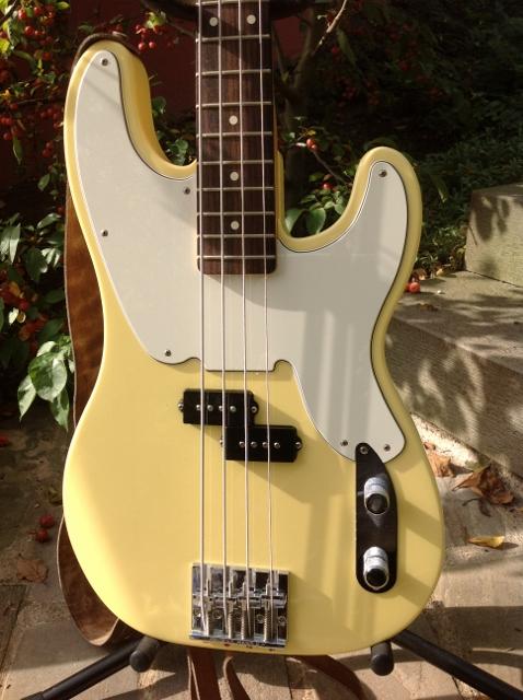 Bass fretless jazz modified squier vintage