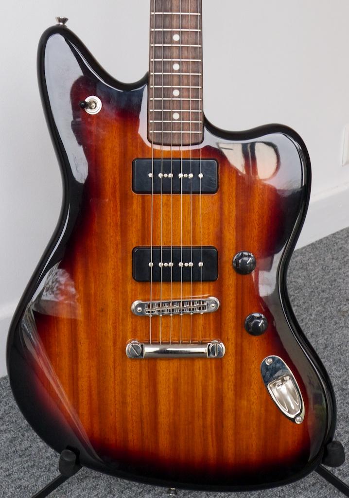 fender jaguar sunburst guitar en tone