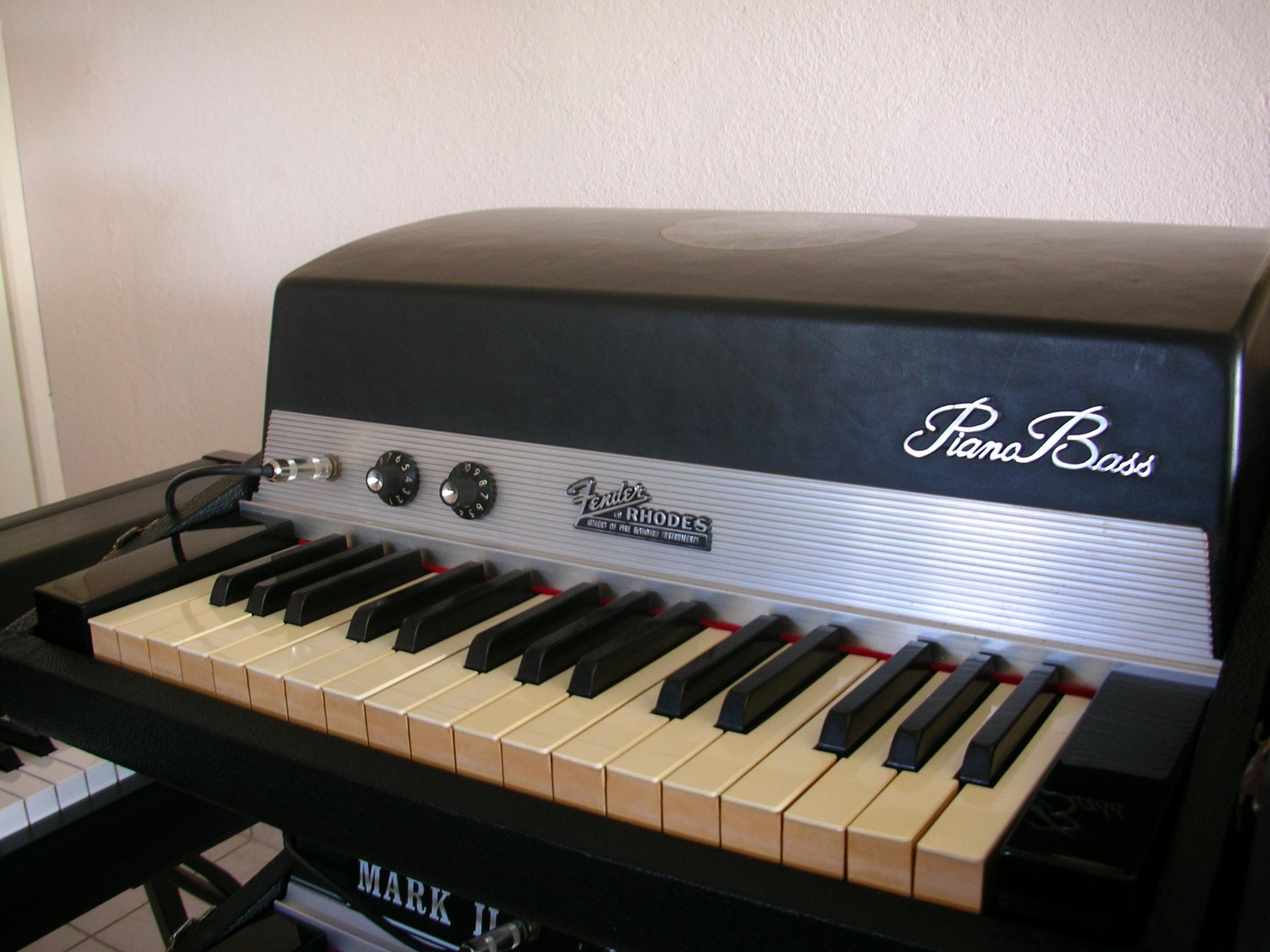 fender piano bass image 231205 audiofanzine. Black Bedroom Furniture Sets. Home Design Ideas