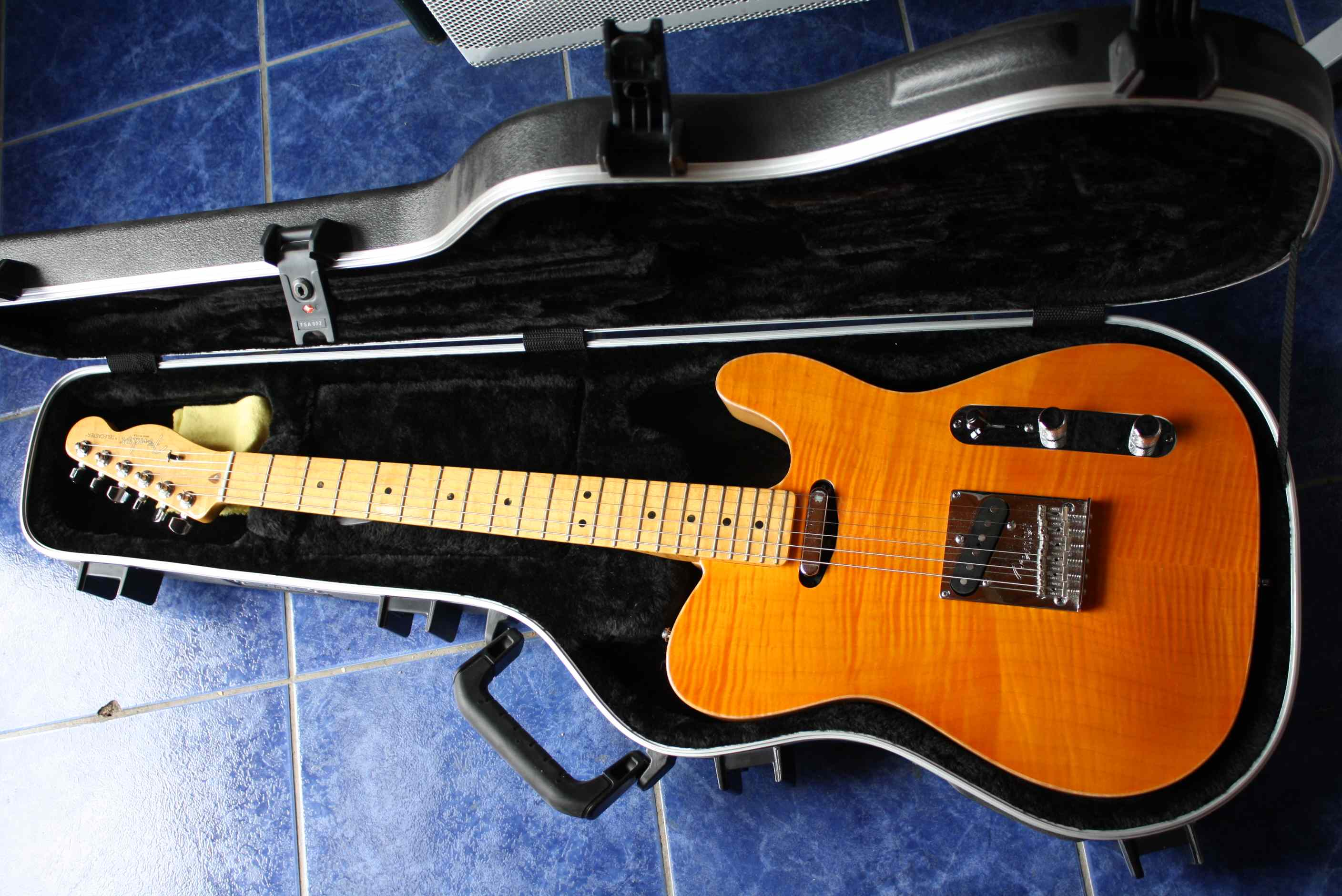Photo fender select carved maple top telecaster