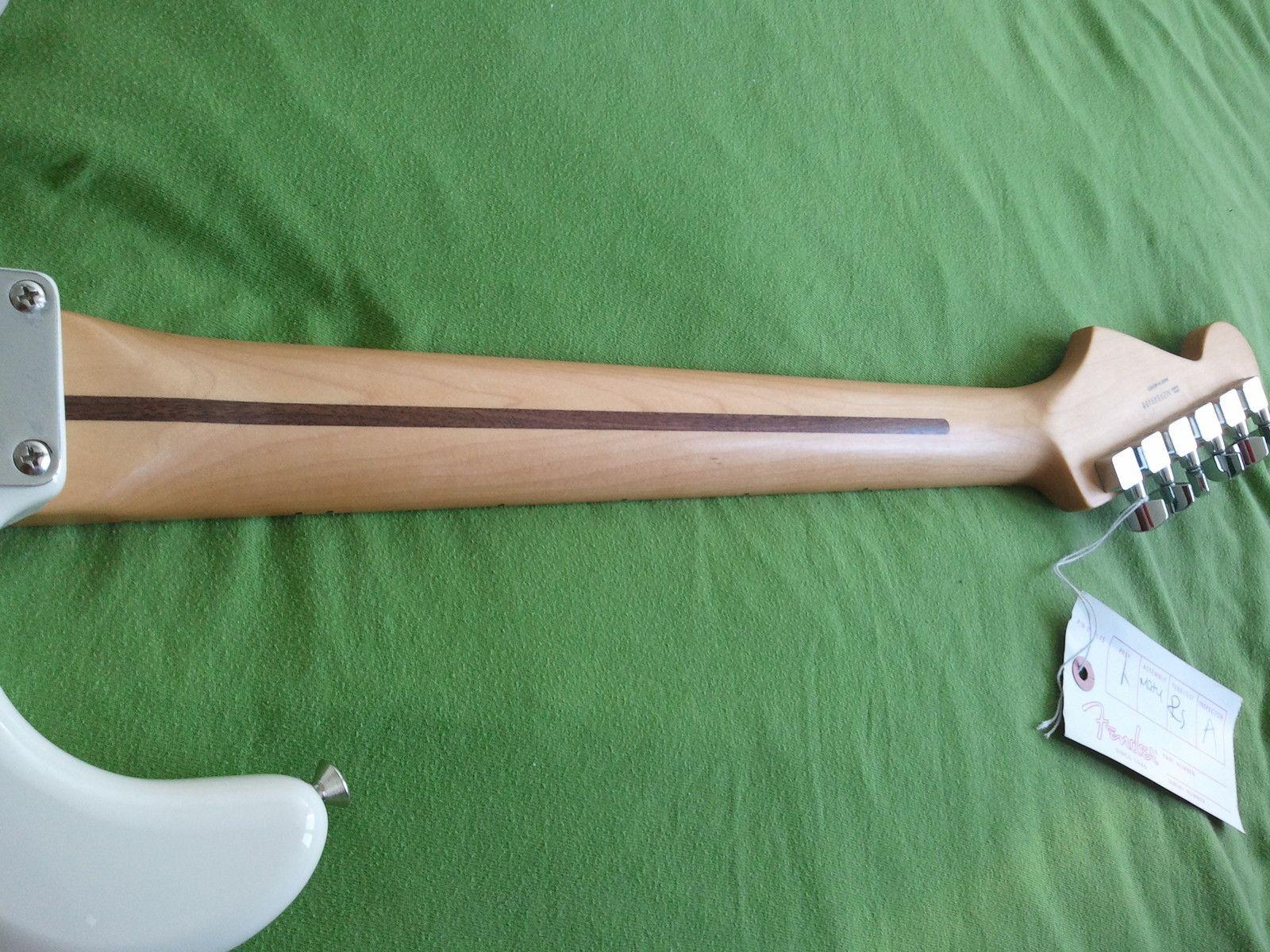 fender-standard-stratocaster-arctic-white-maple-205765.jpg