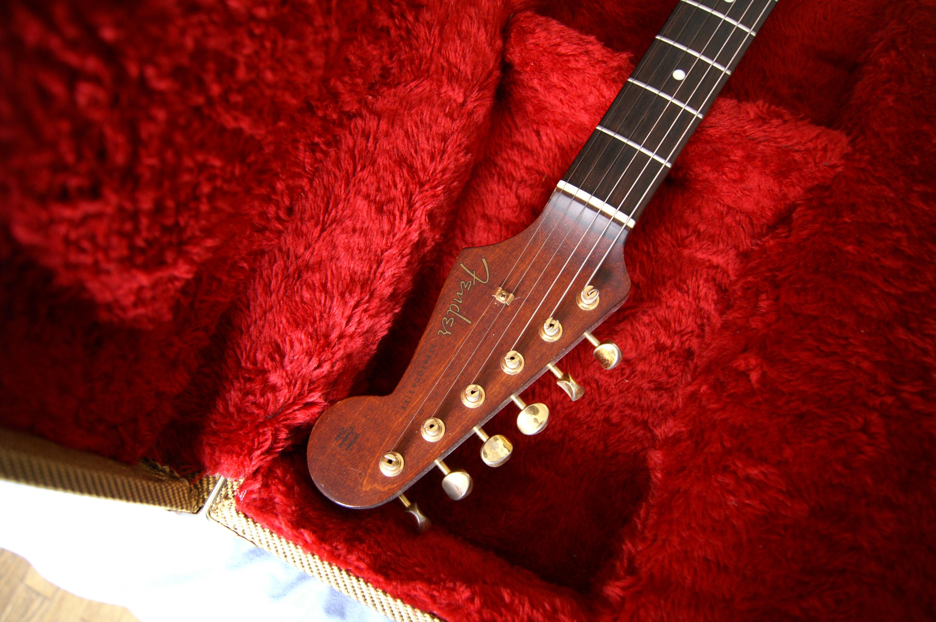 FENDER SELECT STRATOCASTER 2014 Fender-stratocaster-all-rose-mij-341375