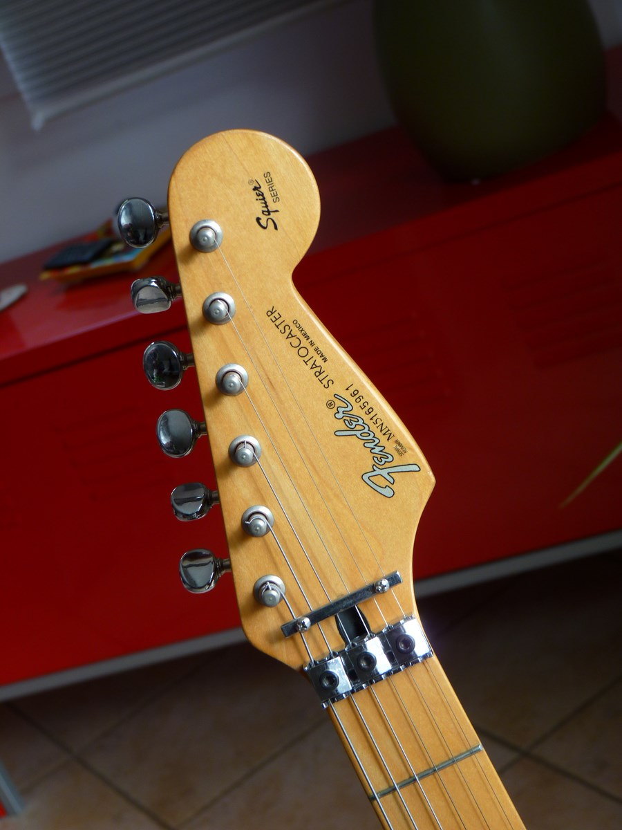 fender stratocaster made in mexico squier series image 1094662 audiofanzine. Black Bedroom Furniture Sets. Home Design Ideas