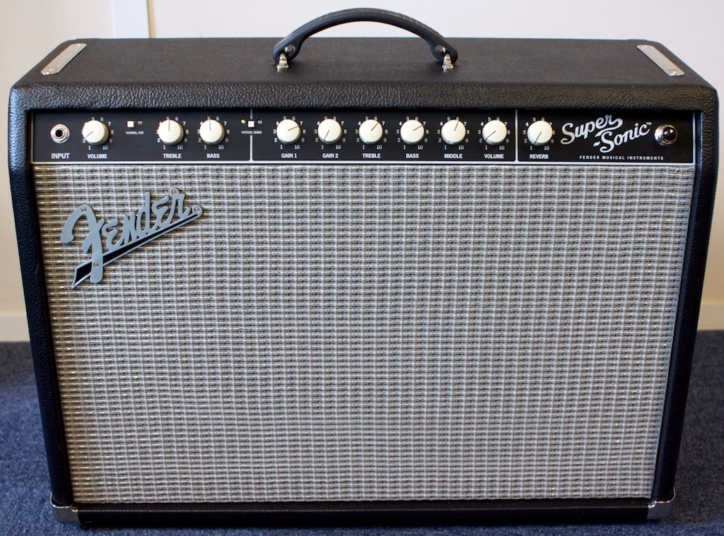fender super sonic 22 combo review feeling super sonic audiofanzine. Black Bedroom Furniture Sets. Home Design Ideas