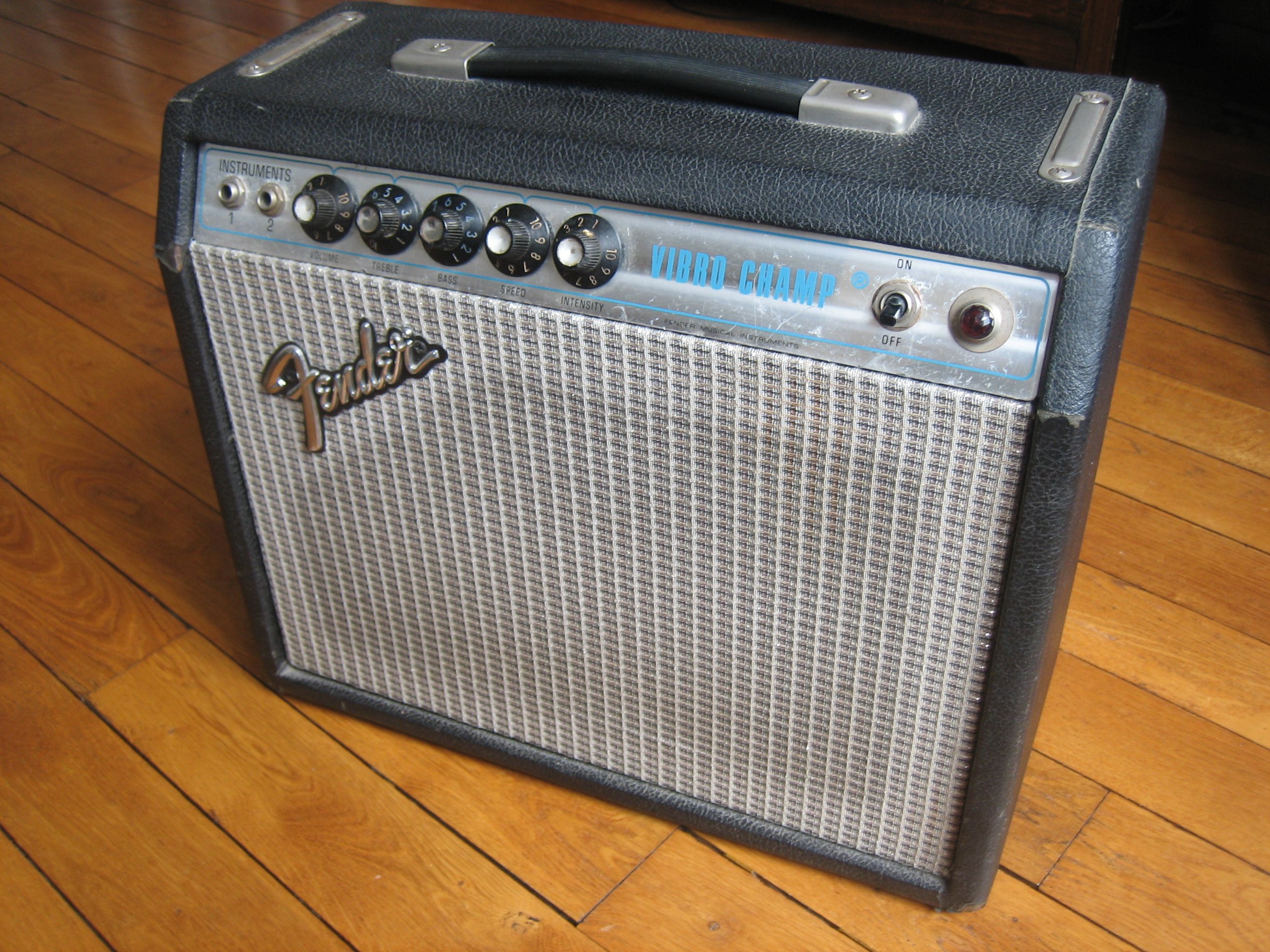 fender vibro champ silverface dating Silverface champ, champ aa764, blackface vibro-champ, silverface vibro-champ, vibro-champ aa764 fender champ style, 5w, single ended.