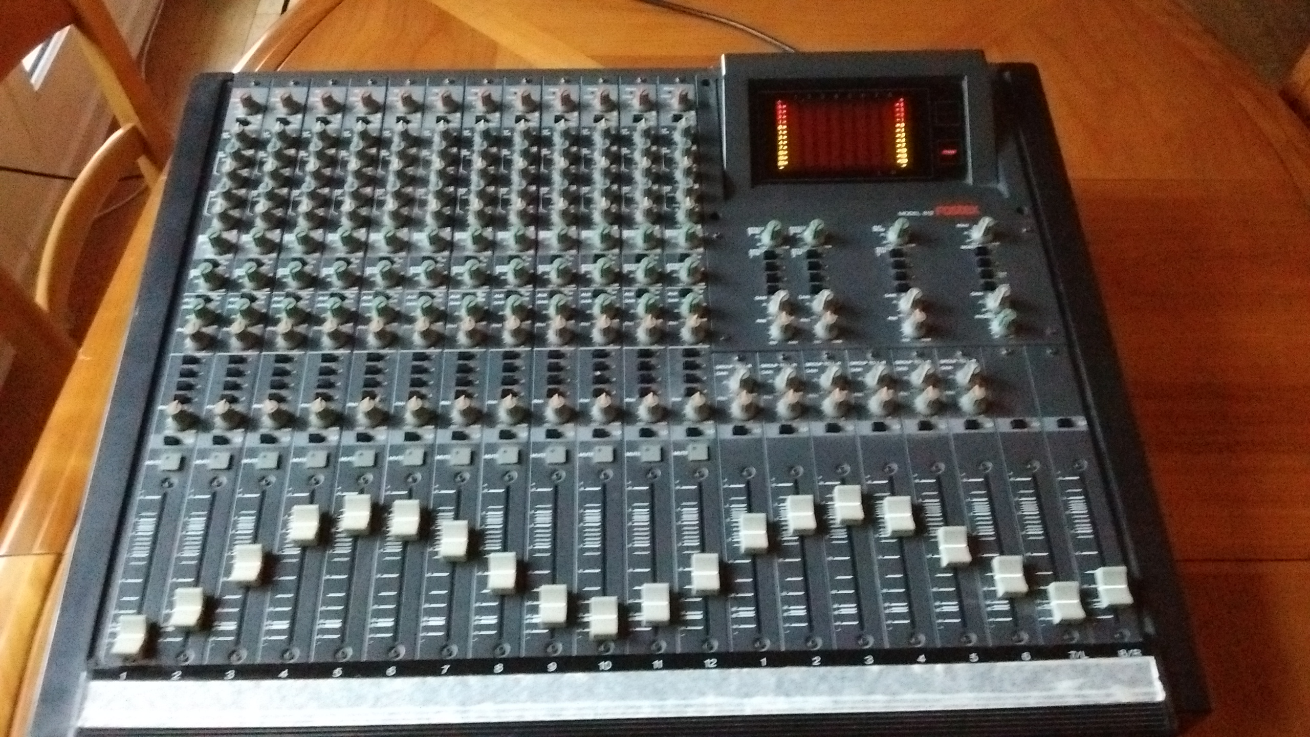 Vends table de mixage 12 entr es fostex 812 ile de france - Table de mixage en ligne gratuit ...