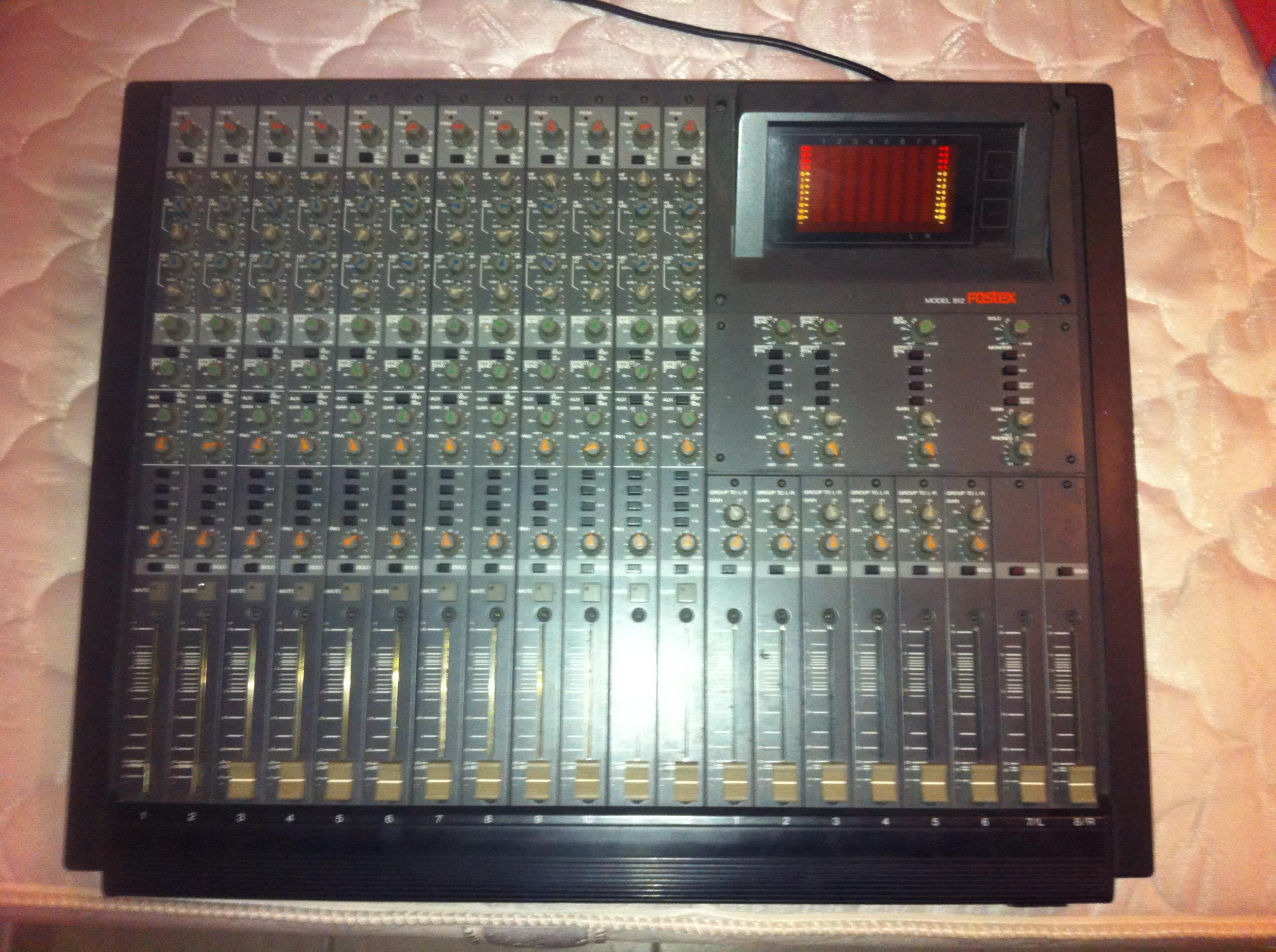 table de mixage fostex 812