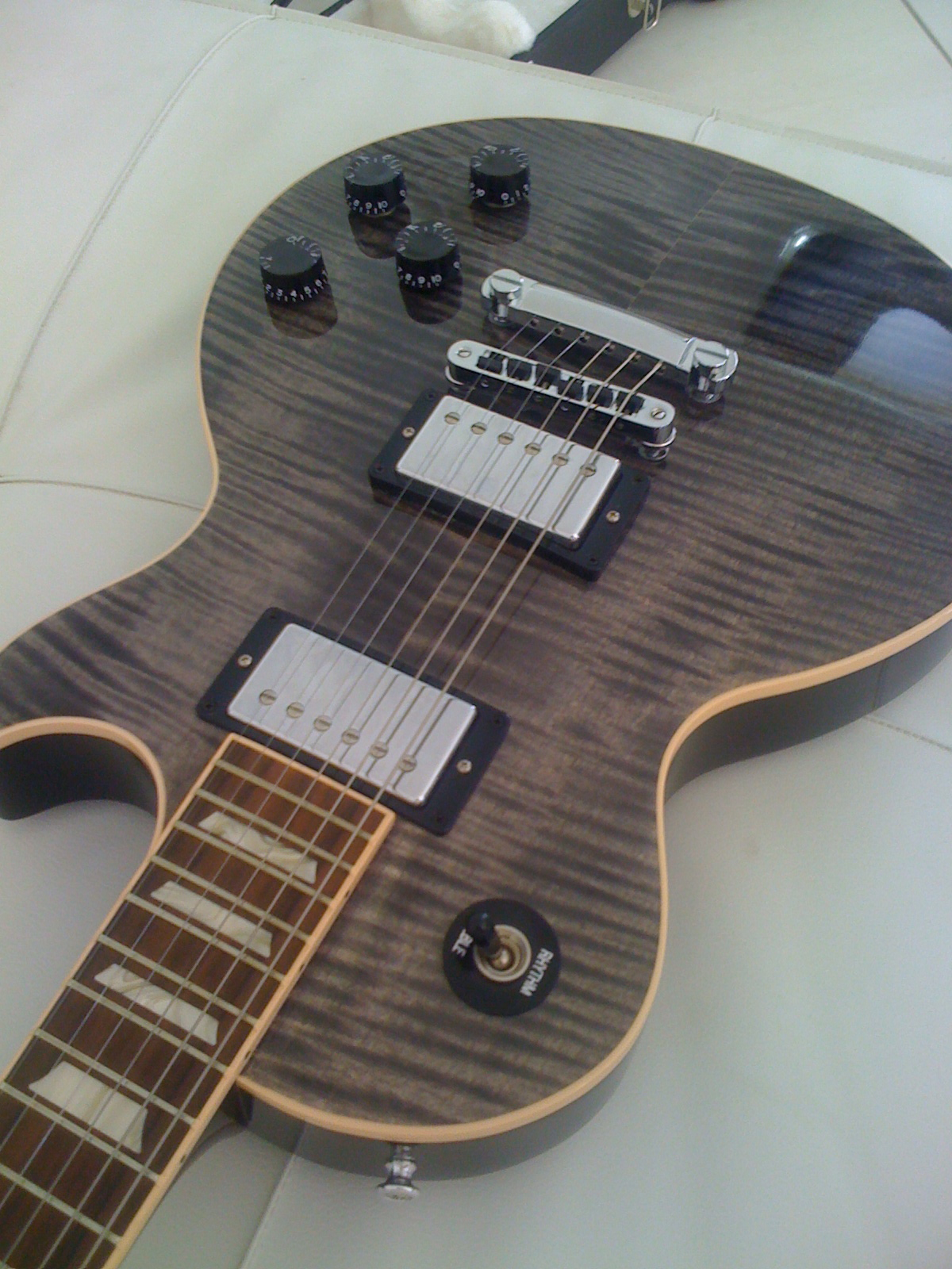Les Paul Trans Black 77