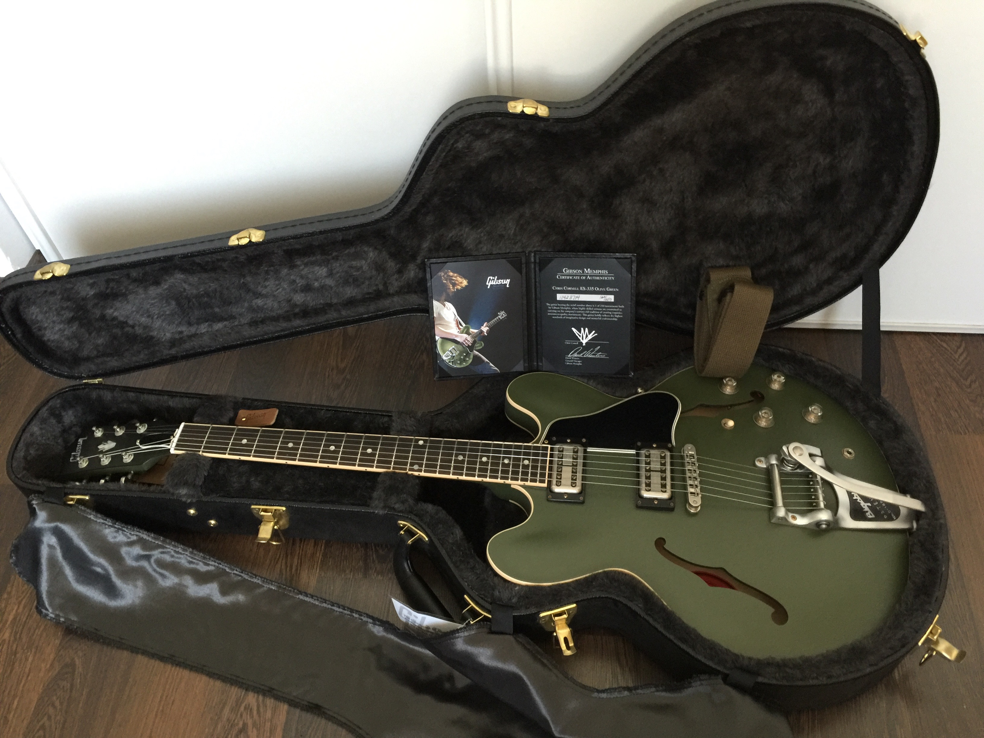 gibson chris cornell es 335 olive drab green image 1502261 audiofanzine. Black Bedroom Furniture Sets. Home Design Ideas