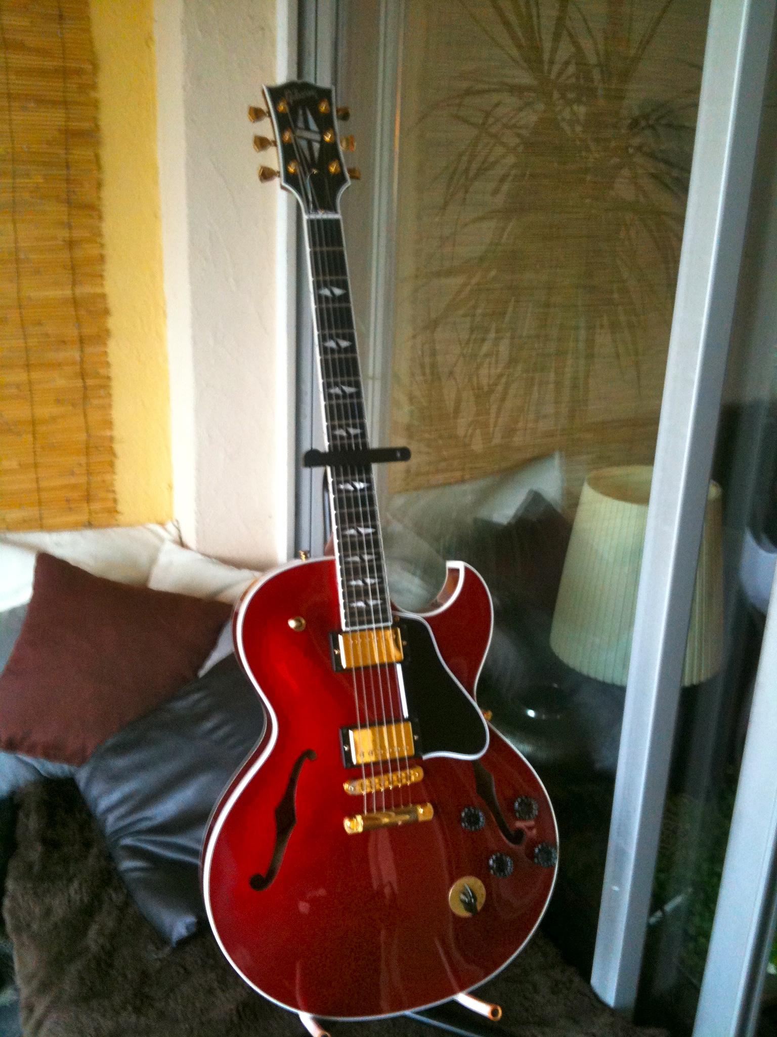 Mac 137 Long Blending Brush: Gibson ES-137 Custom Gold Hardware