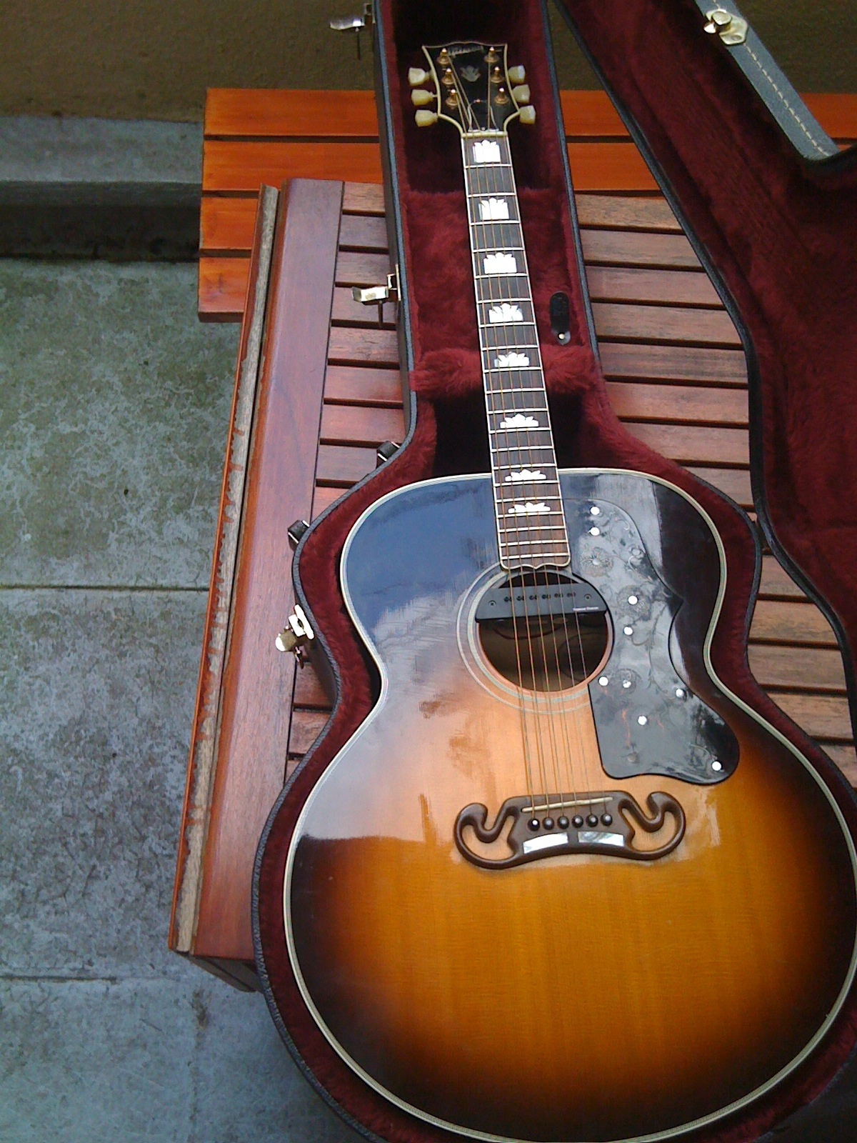 Pictures and images Gibson J-200 Standard - Antique Natural - Audiofanzine