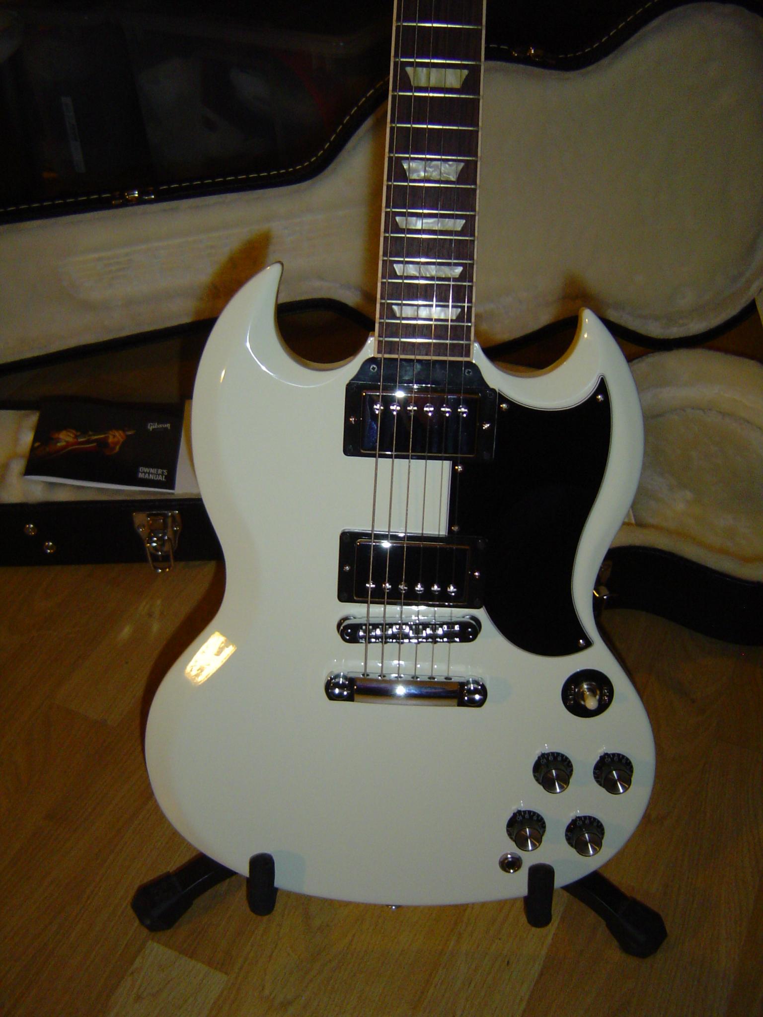 gibson sg standard 2013 w min etune classic white image 595204 rh en audiofanzine com Gibson ES-335 Gibson Flying V