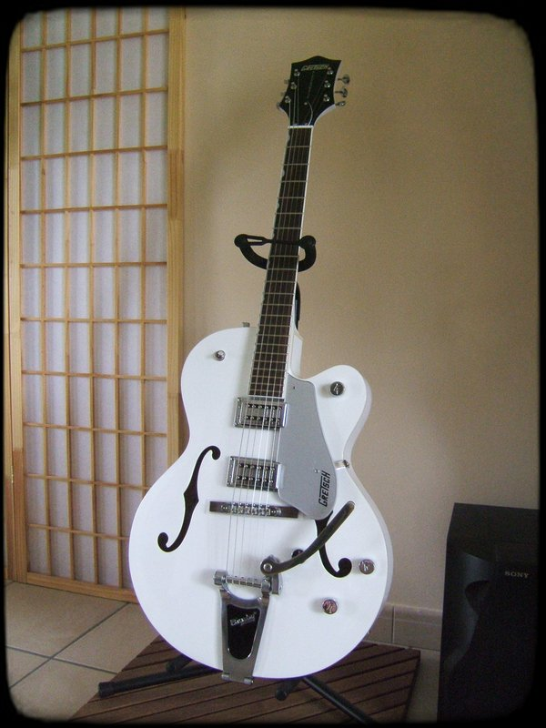 gretsch g5120 electromatic hollow body white limited edition image 104802 audiofanzine. Black Bedroom Furniture Sets. Home Design Ideas