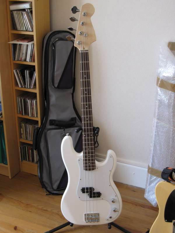 avis de cuki79 harley benton bass kit kit rigolo. Black Bedroom Furniture Sets. Home Design Ideas