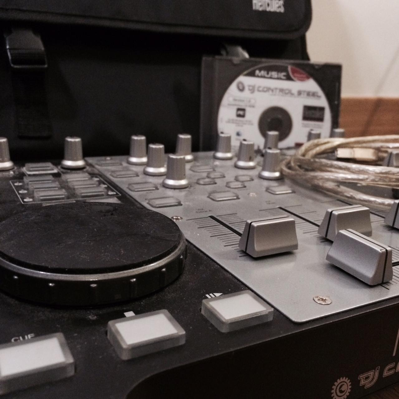 Dj control mp3 hercules dj control mp3 audiofanzine - Table de mixage hercules dj control mp3 e2 ...