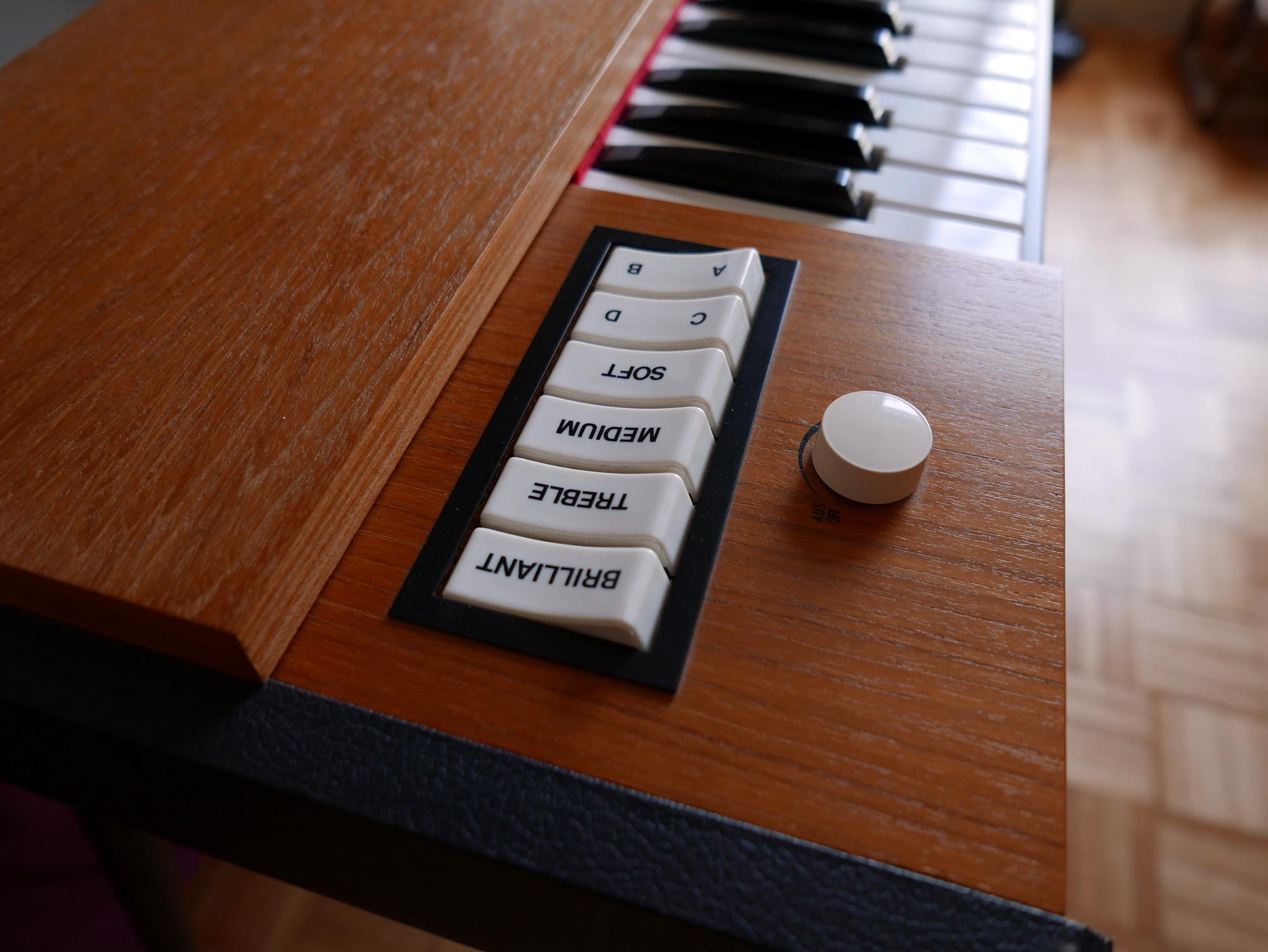 photo hohner clavinet d6 hohner clavinet d6 38424 1154616 audiofanzine. Black Bedroom Furniture Sets. Home Design Ideas