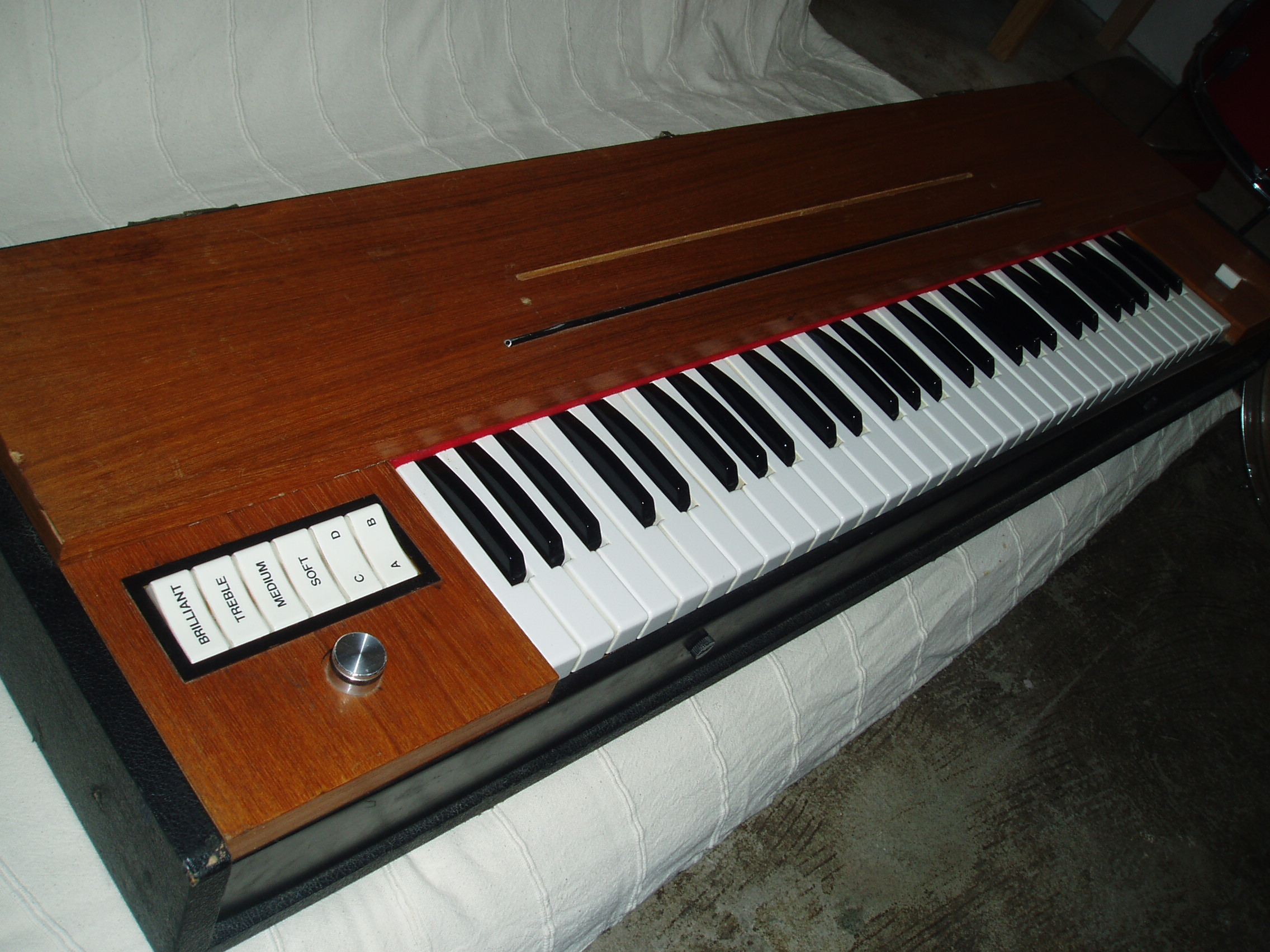 photo hohner clavinet d6 hohner clavinet d6 70858 255448 audiofanzine. Black Bedroom Furniture Sets. Home Design Ideas