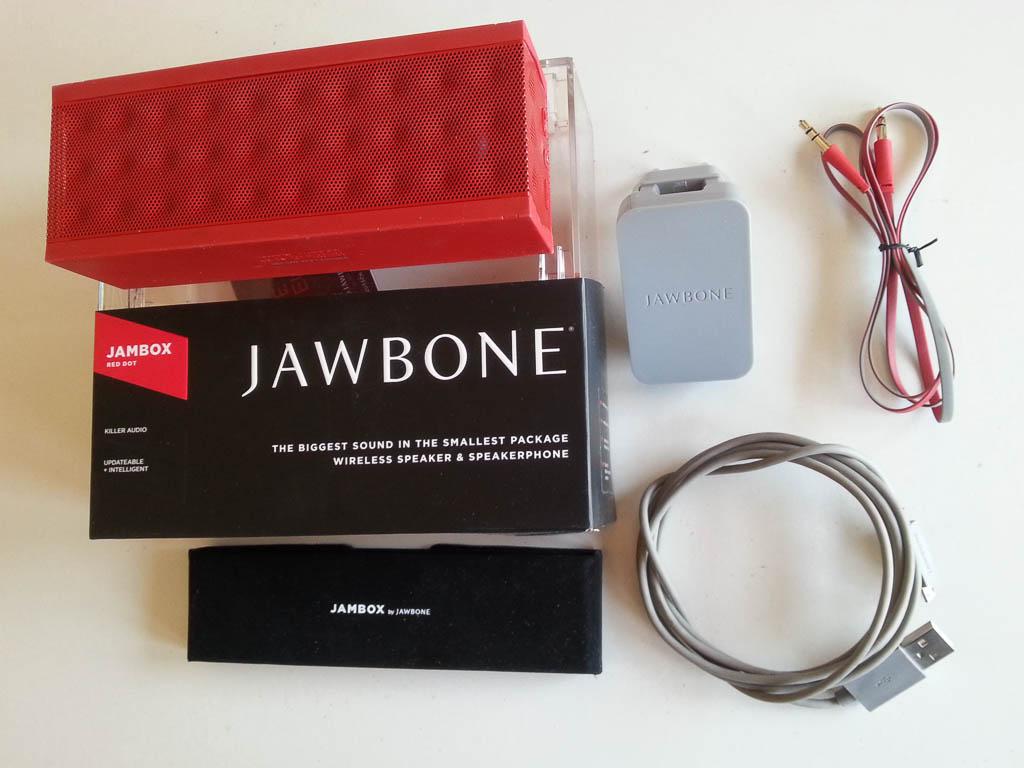 how to turn on jawbone jambox