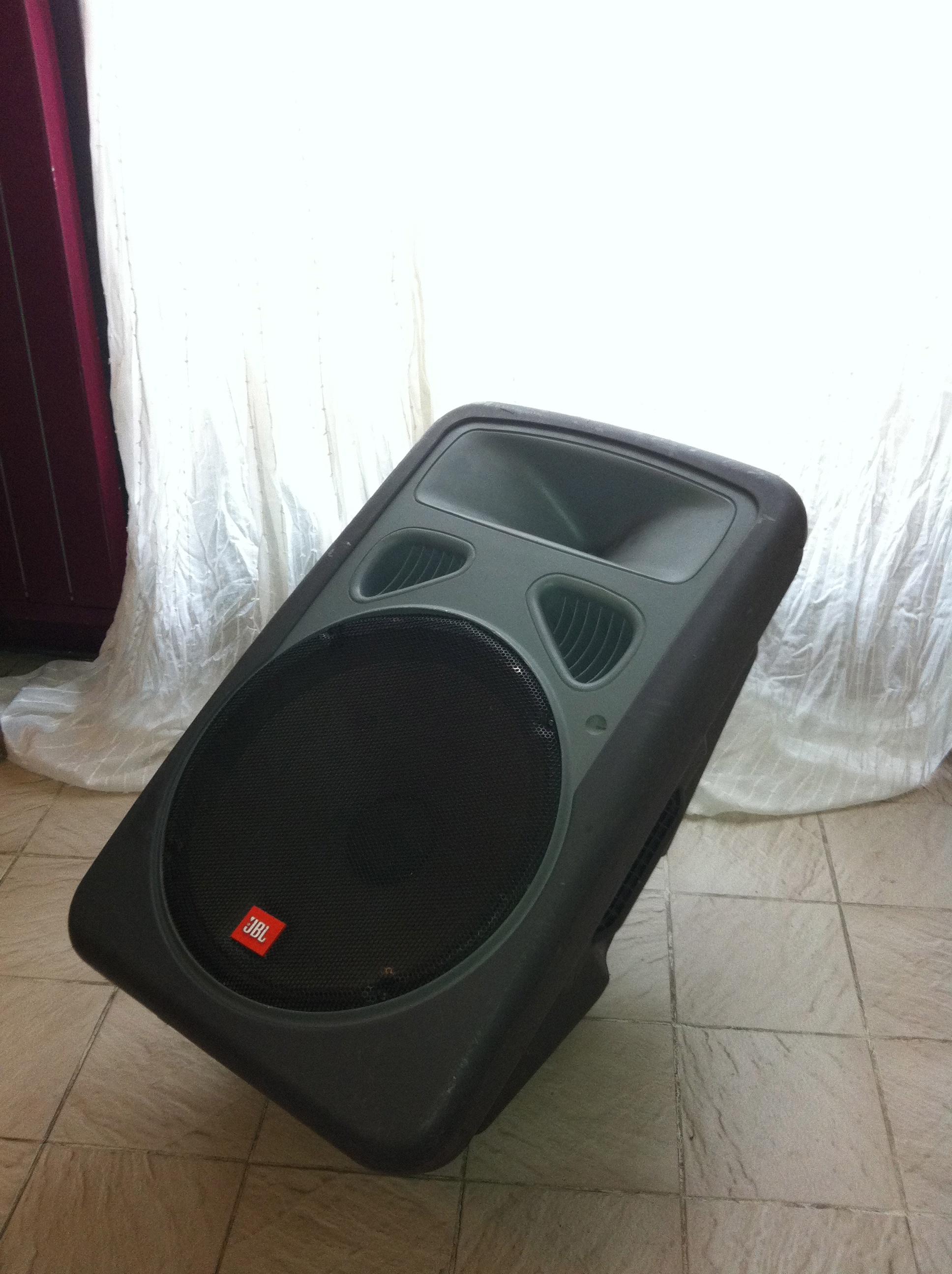 photo jbl eon 15 jbl pro enceinte amplifi e jbl eon 15. Black Bedroom Furniture Sets. Home Design Ideas