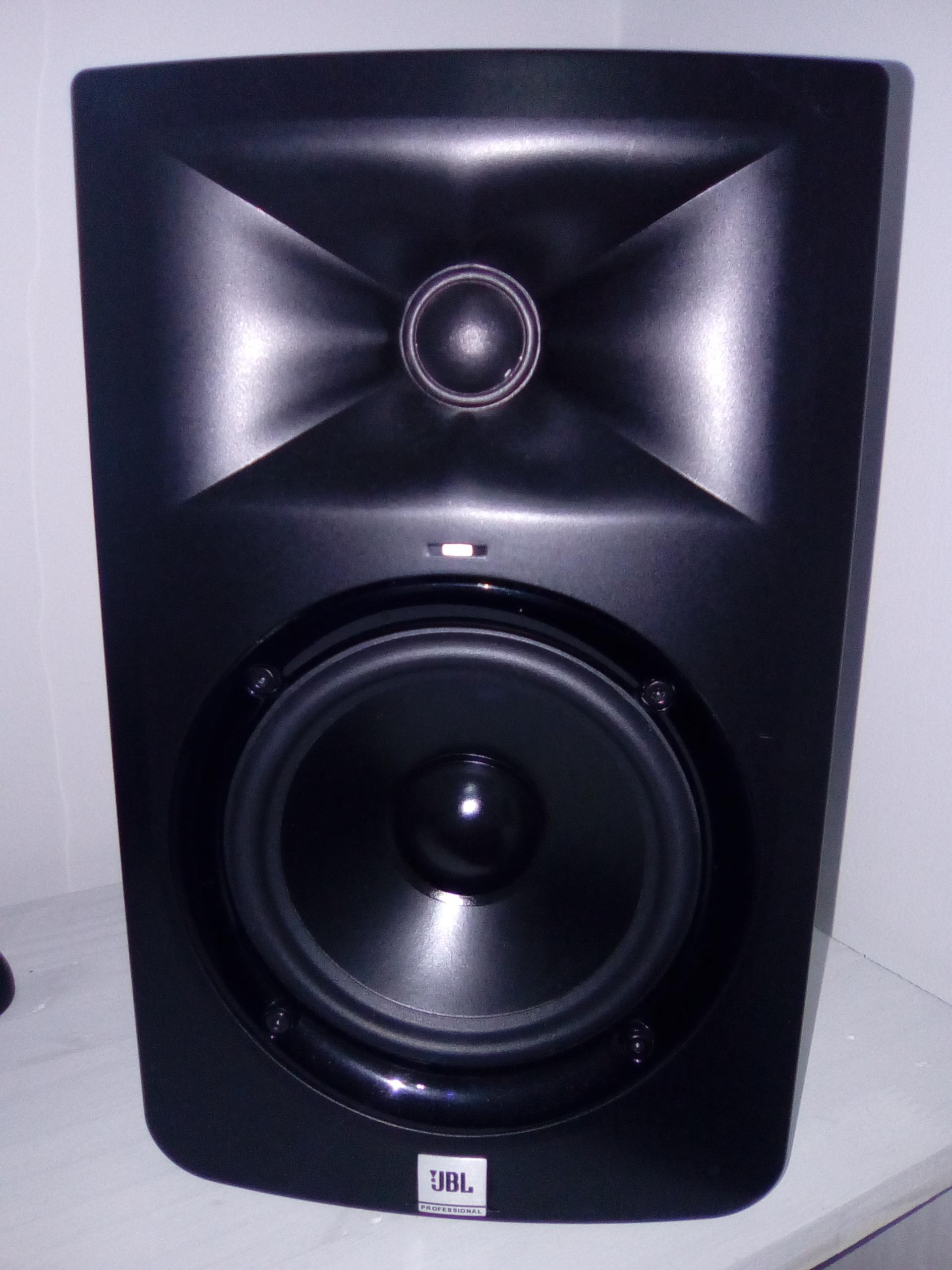 lsr305 jbl lsr305 audiofanzine. Black Bedroom Furniture Sets. Home Design Ideas