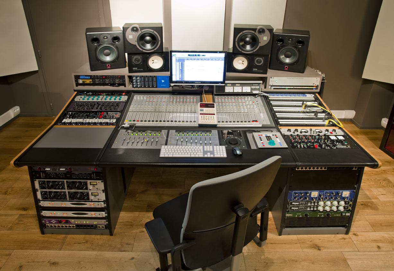 meuble studio sur mesure sur base de cormoran keoda rh 244 ne alpes audiofanzine