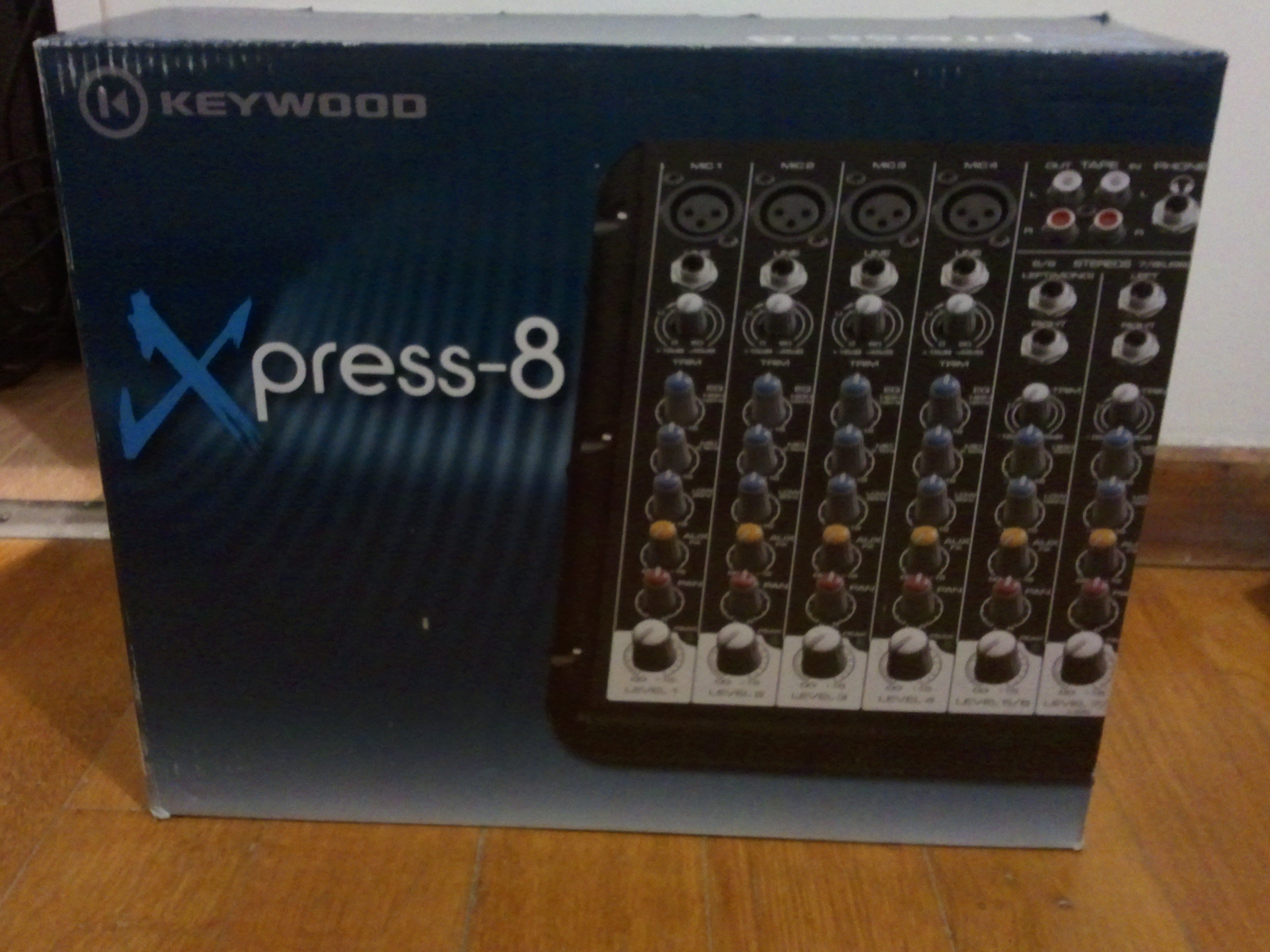 table de mixage xpress-8 keywood