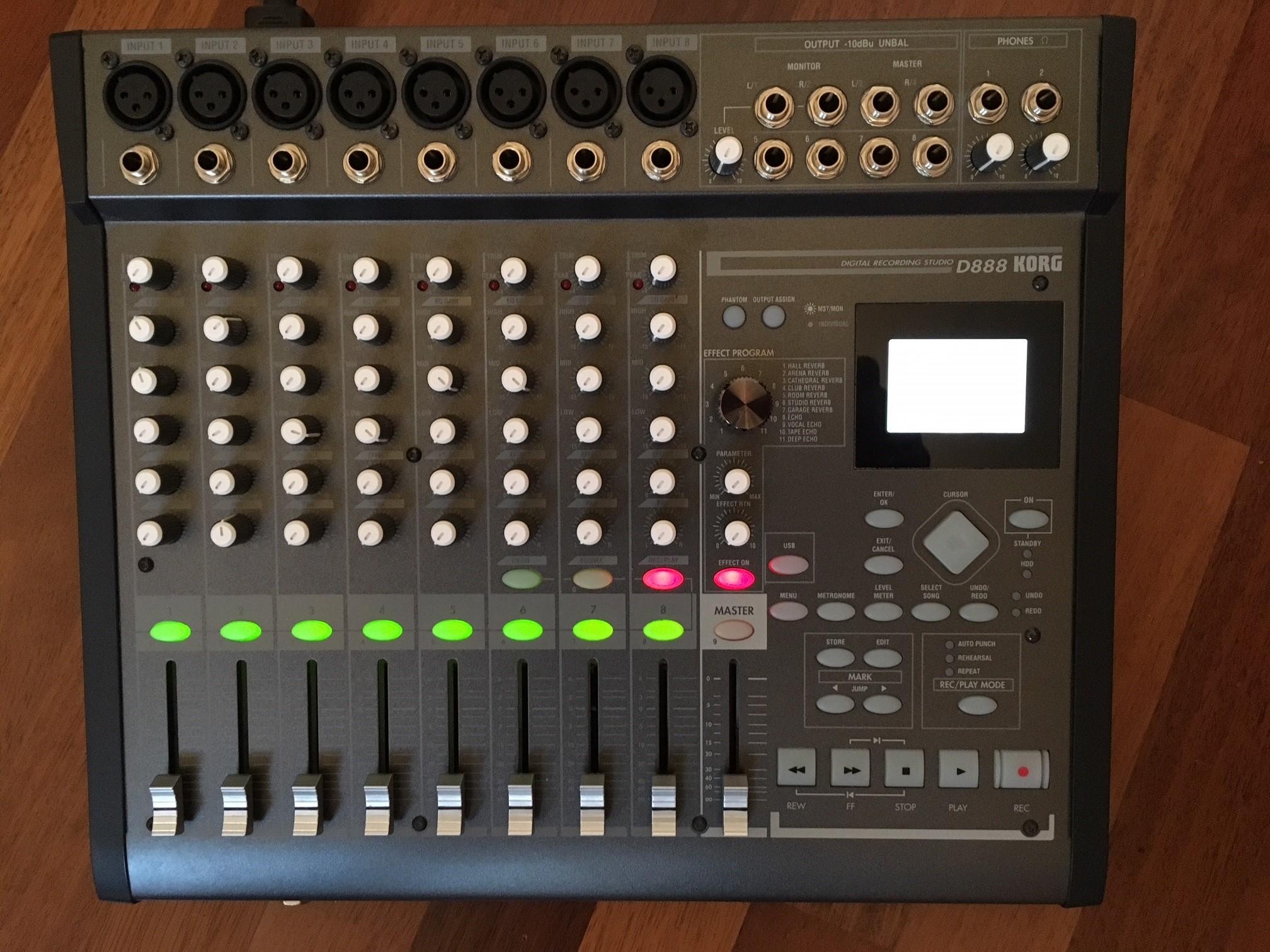 table de mixage korg d888