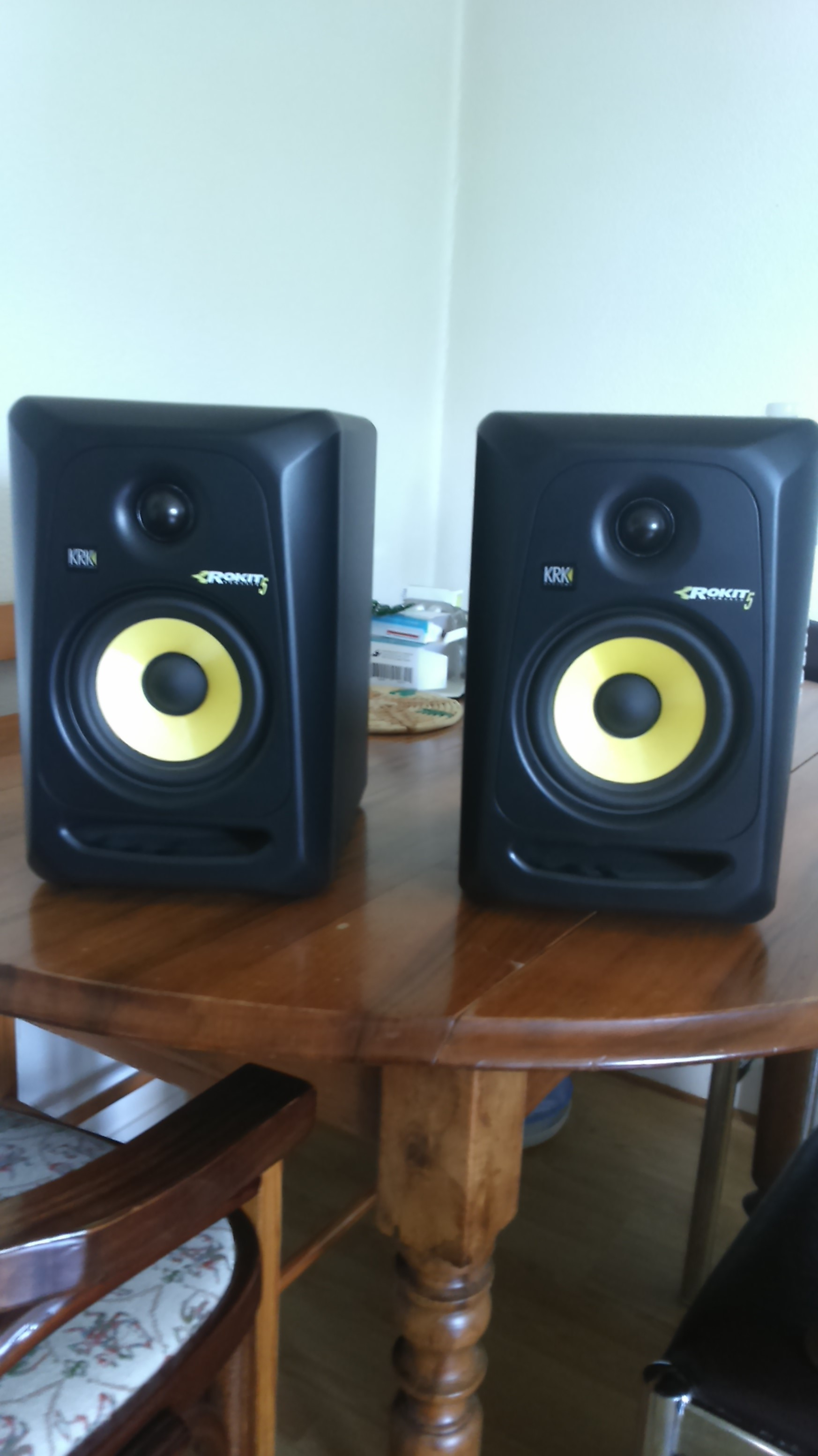 rokit 5 g3 krk rokit 5 g3 audiofanzine. Black Bedroom Furniture Sets. Home Design Ideas