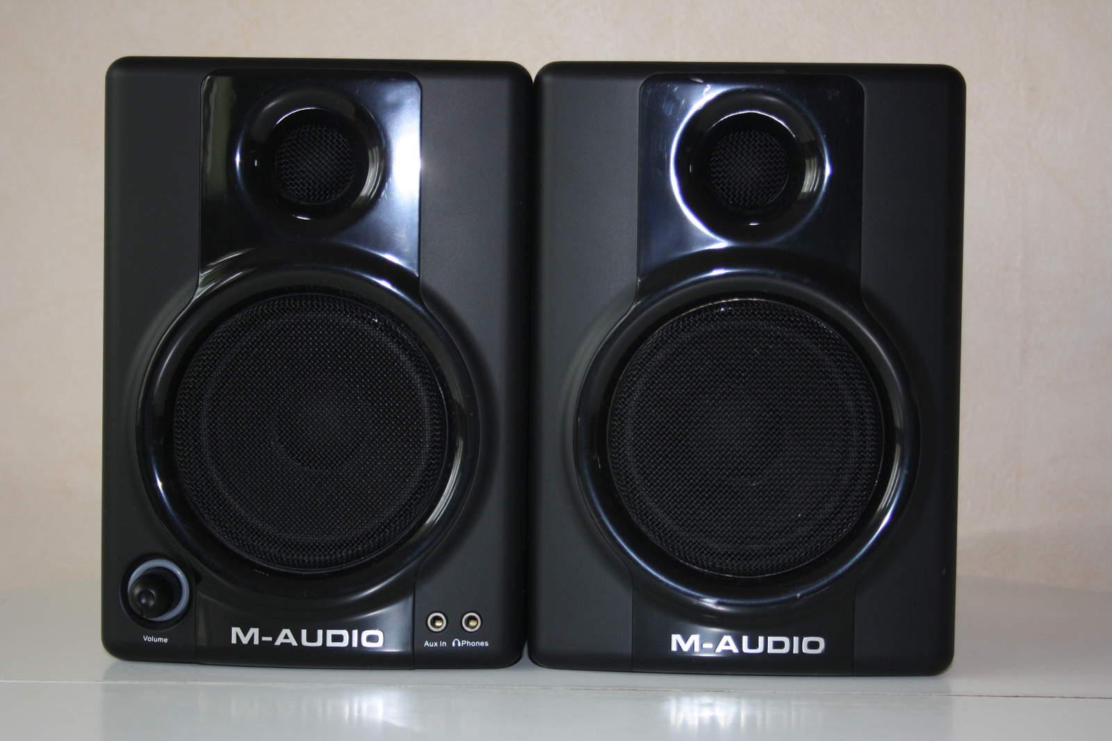 M-Audio <b>AV 30</b> image (#165519) - Audiofanzine