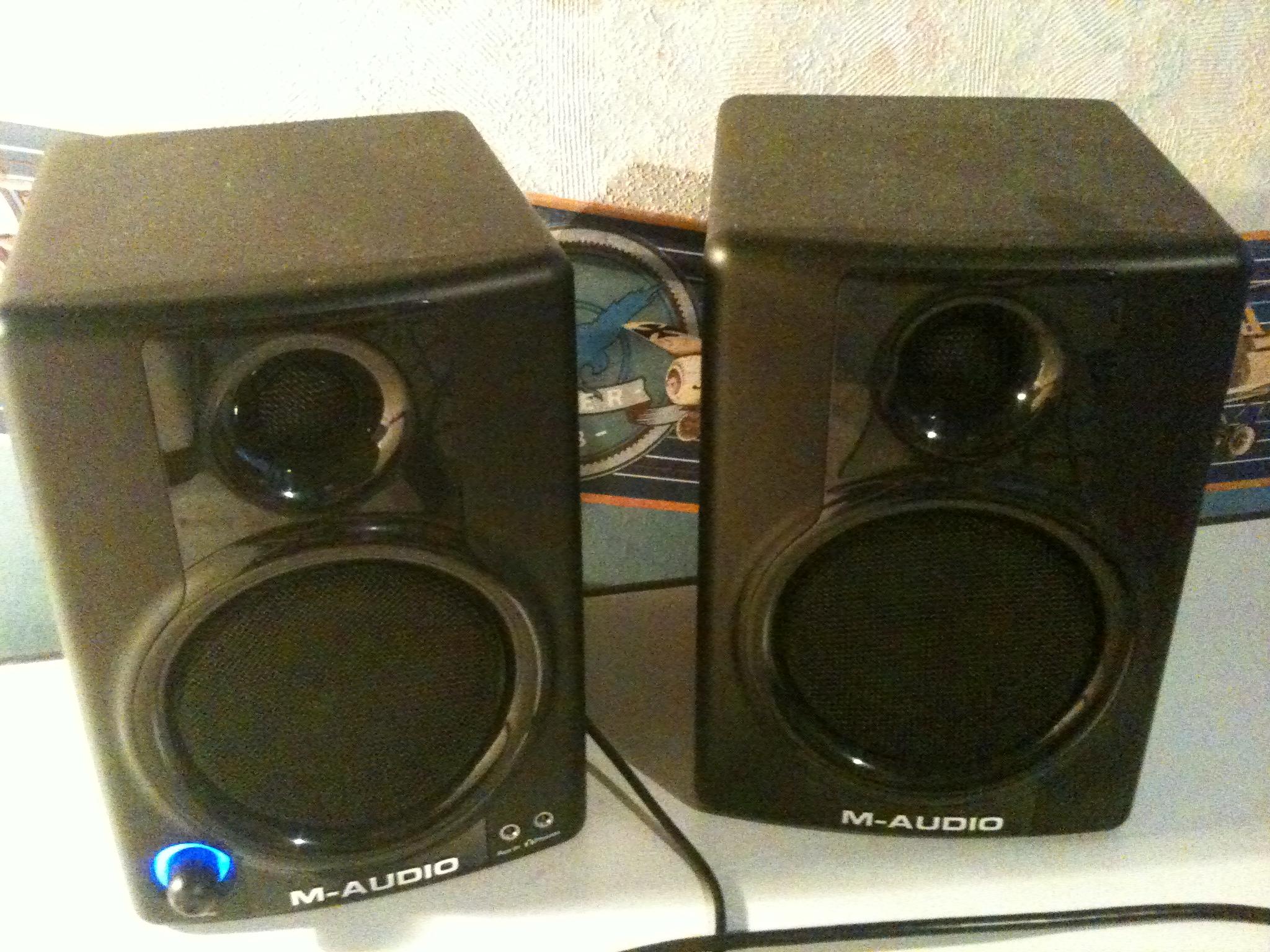 M-Audio <b>AV 30</b> image (#229711) - Audiofanzine