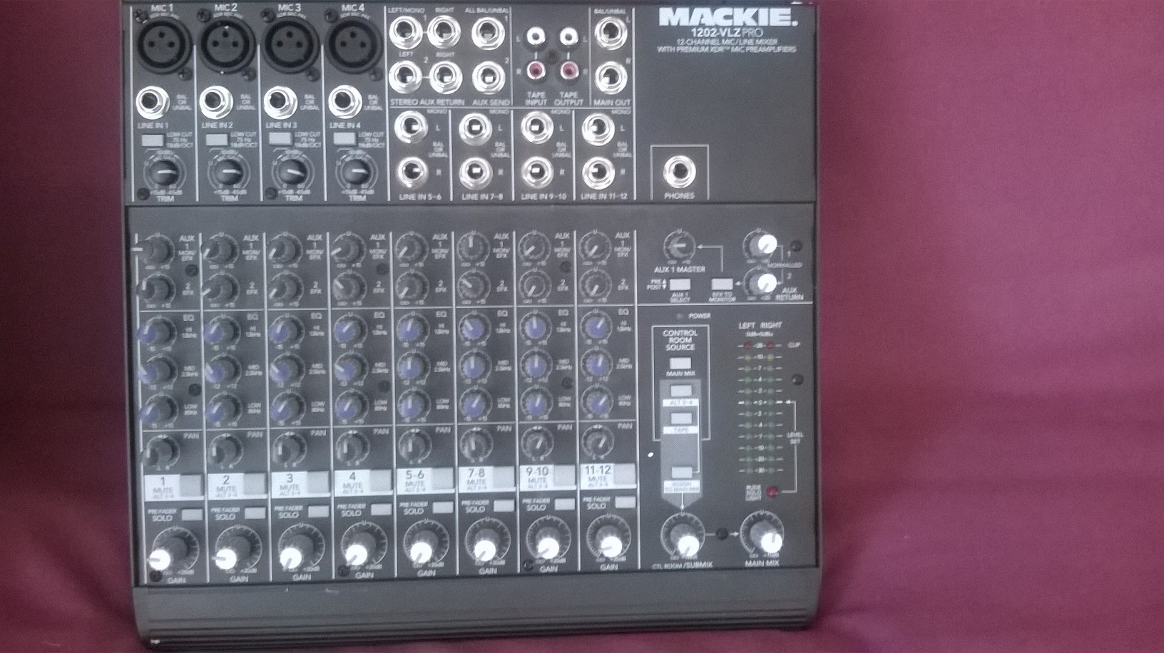 https://medias.audiofanzine.com/images/normal/mackie-1202-vlz-pro-2007582.jpg