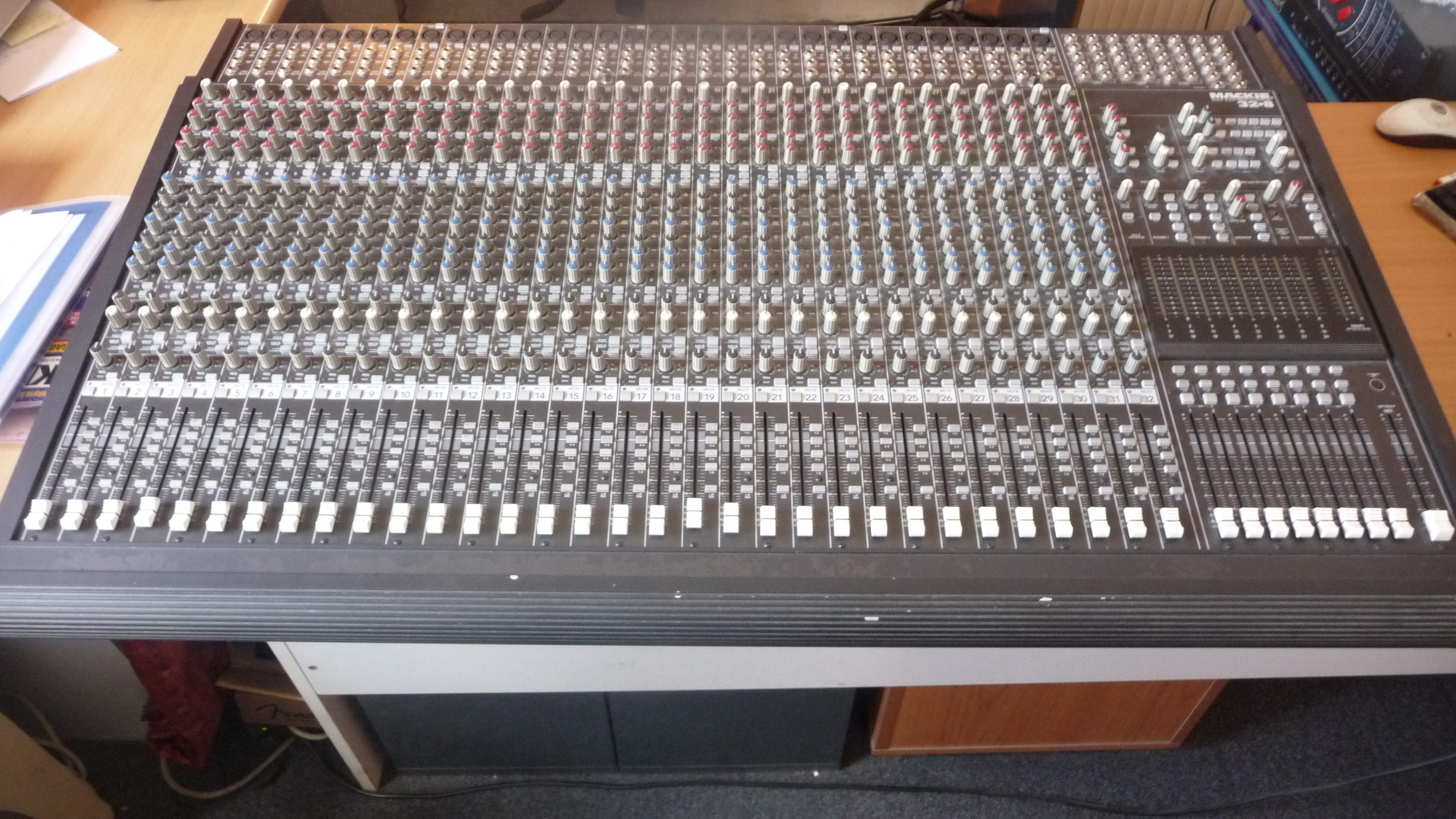 table de mixage 32 pistes
