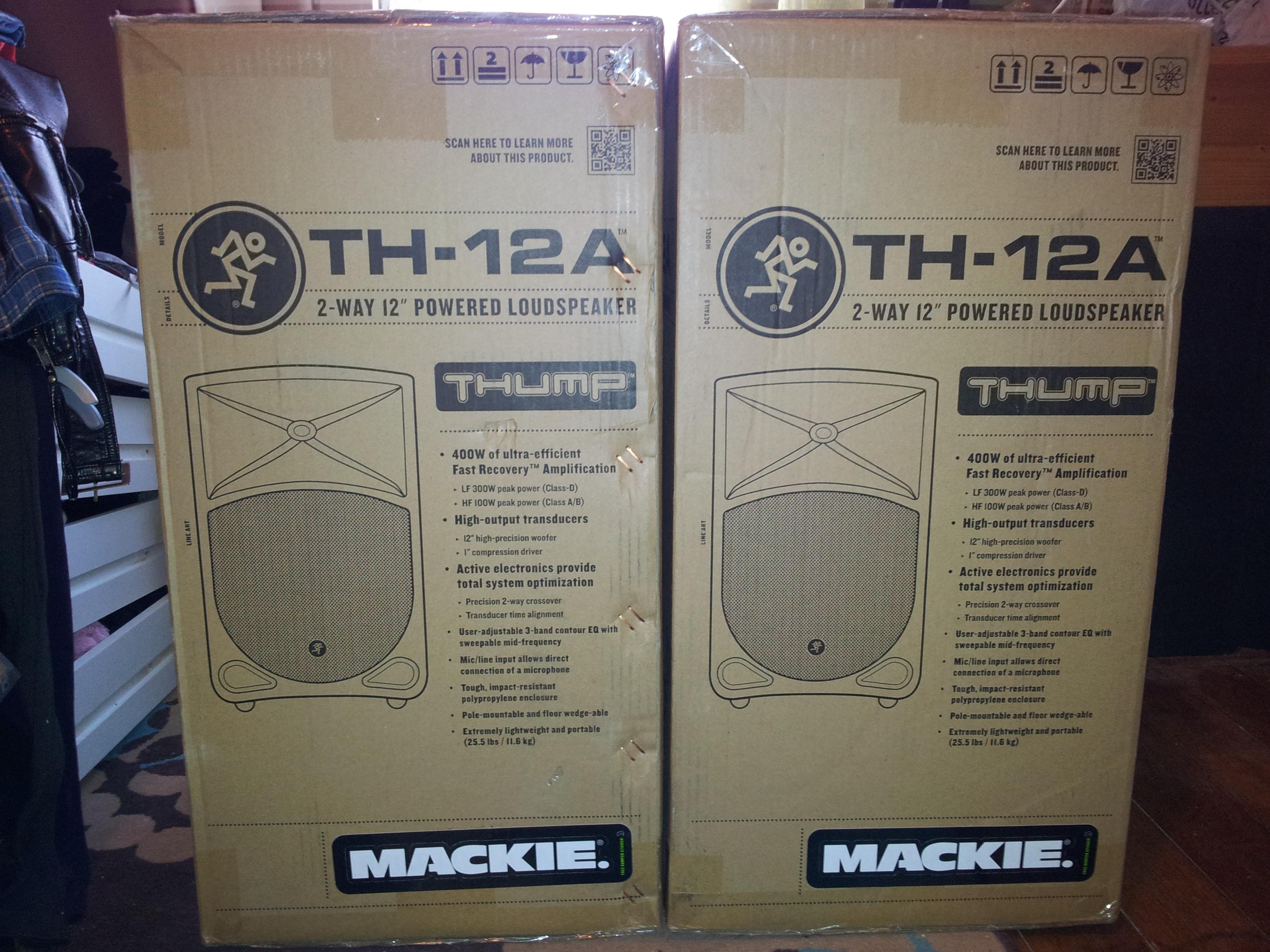 mackie th 12a image 639254 audiofanzine. Black Bedroom Furniture Sets. Home Design Ideas
