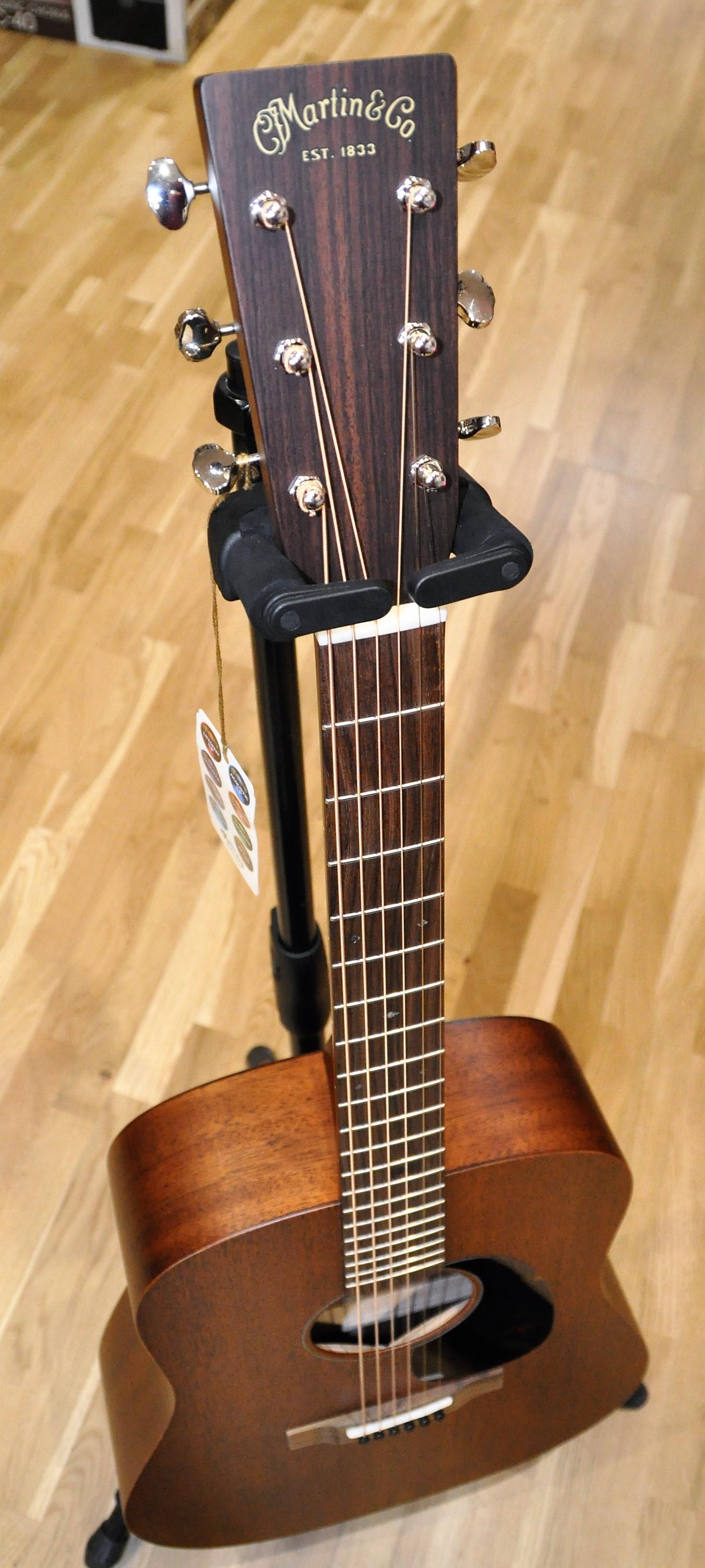 guitare folk martin co d 15m etui ile de france. Black Bedroom Furniture Sets. Home Design Ideas
