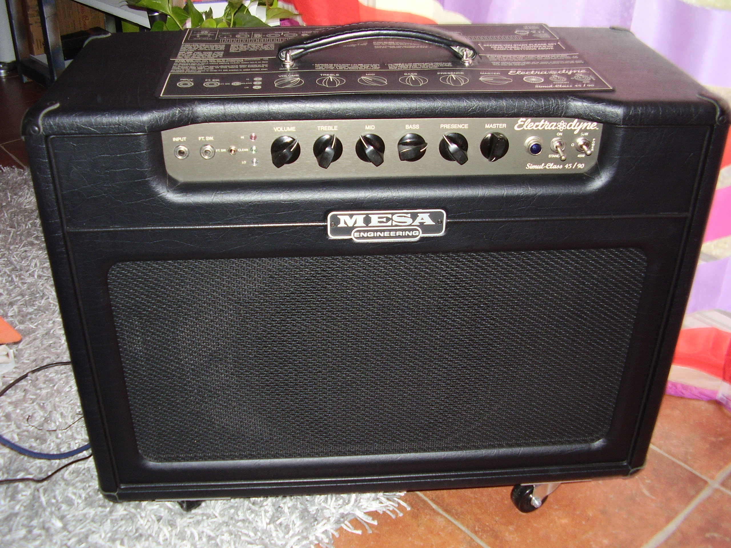electra dyne 1x12 combo mesa boogie electra dyne 1x12 combo audiofanzine. Black Bedroom Furniture Sets. Home Design Ideas
