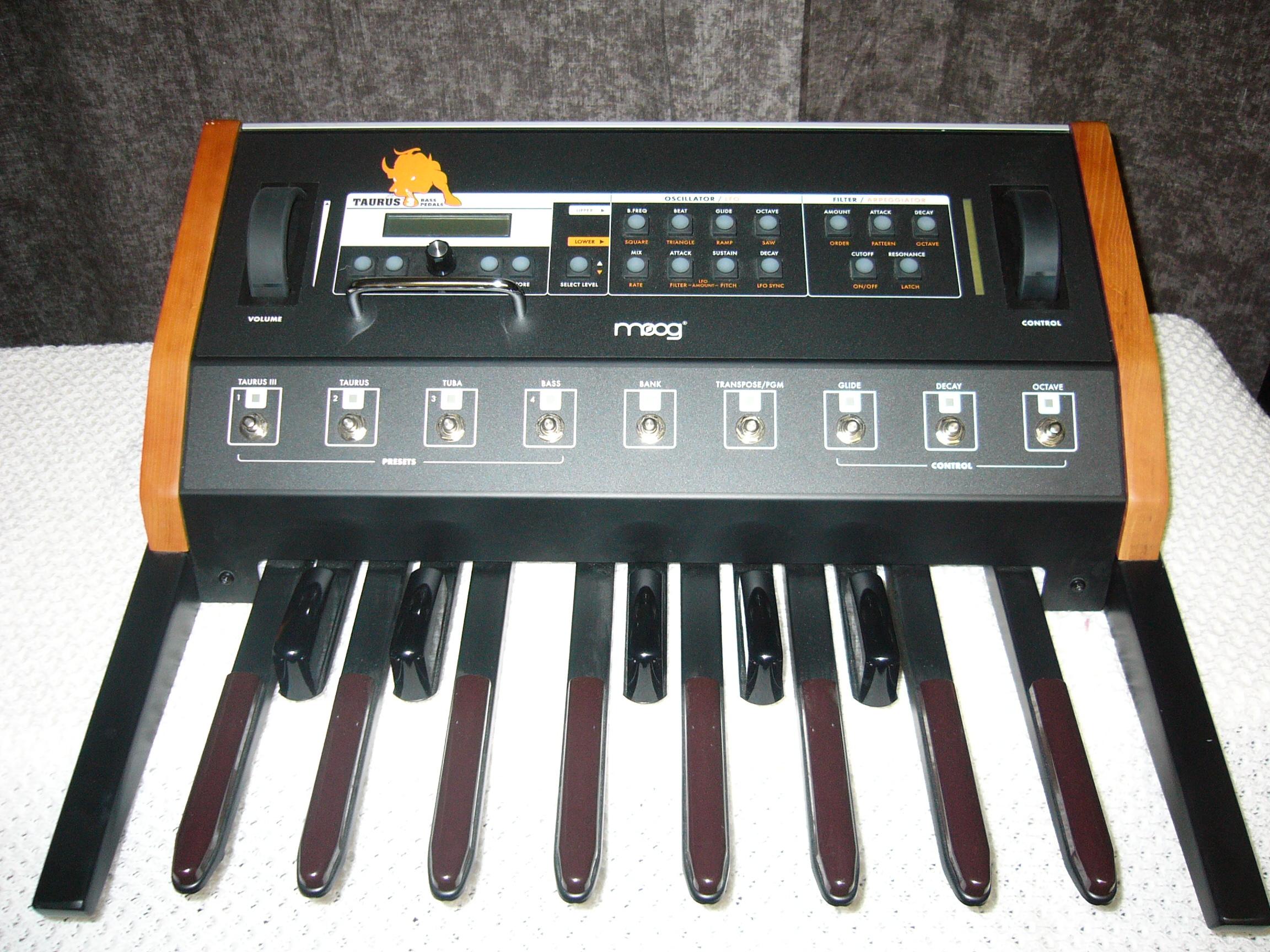 moog music taurus 3 bass pedals image 562771 audiofanzine. Black Bedroom Furniture Sets. Home Design Ideas