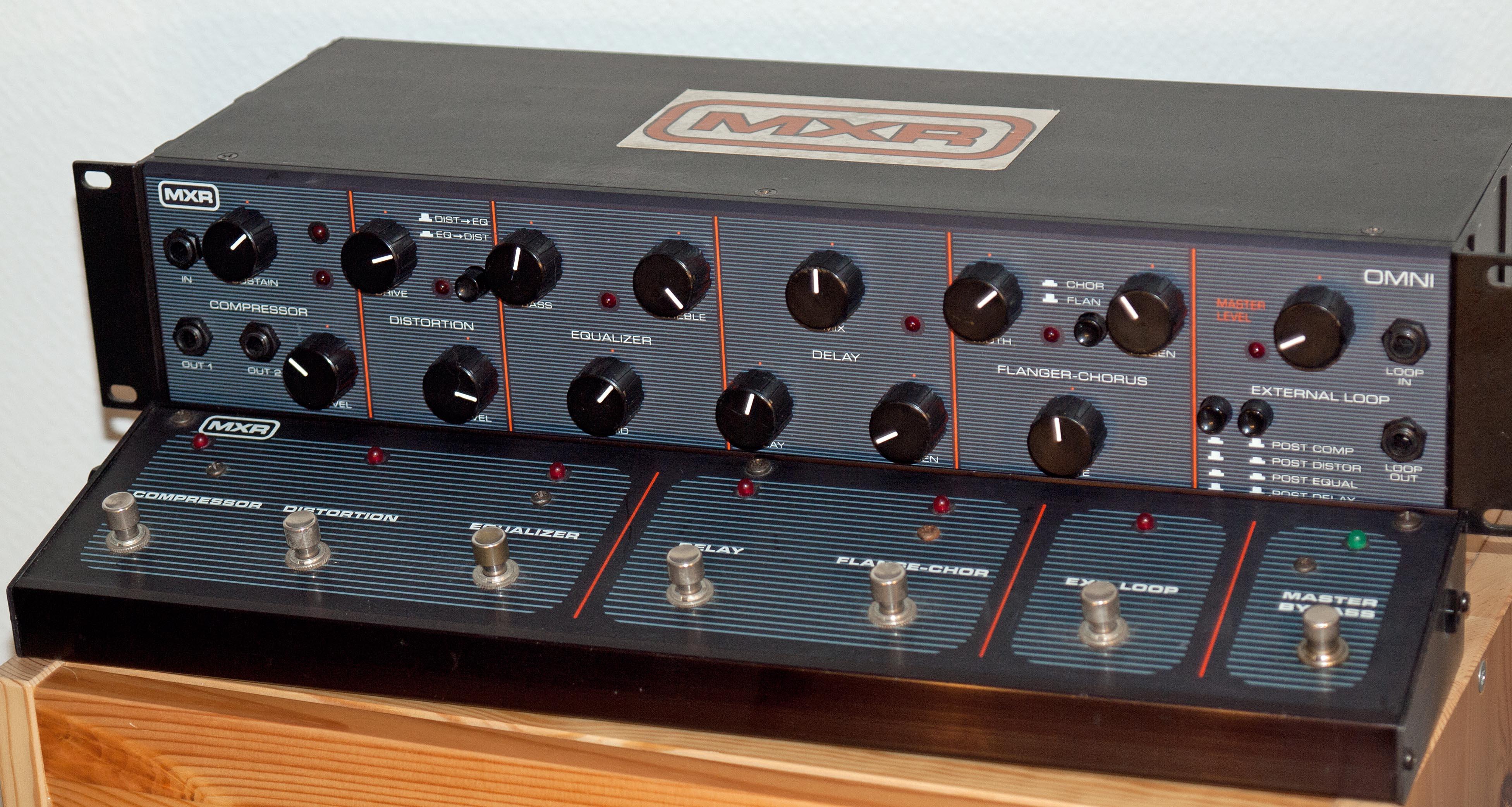 MXR M288 Bass Octave Deluxe Effects Pedal Blue Sparkle ...
