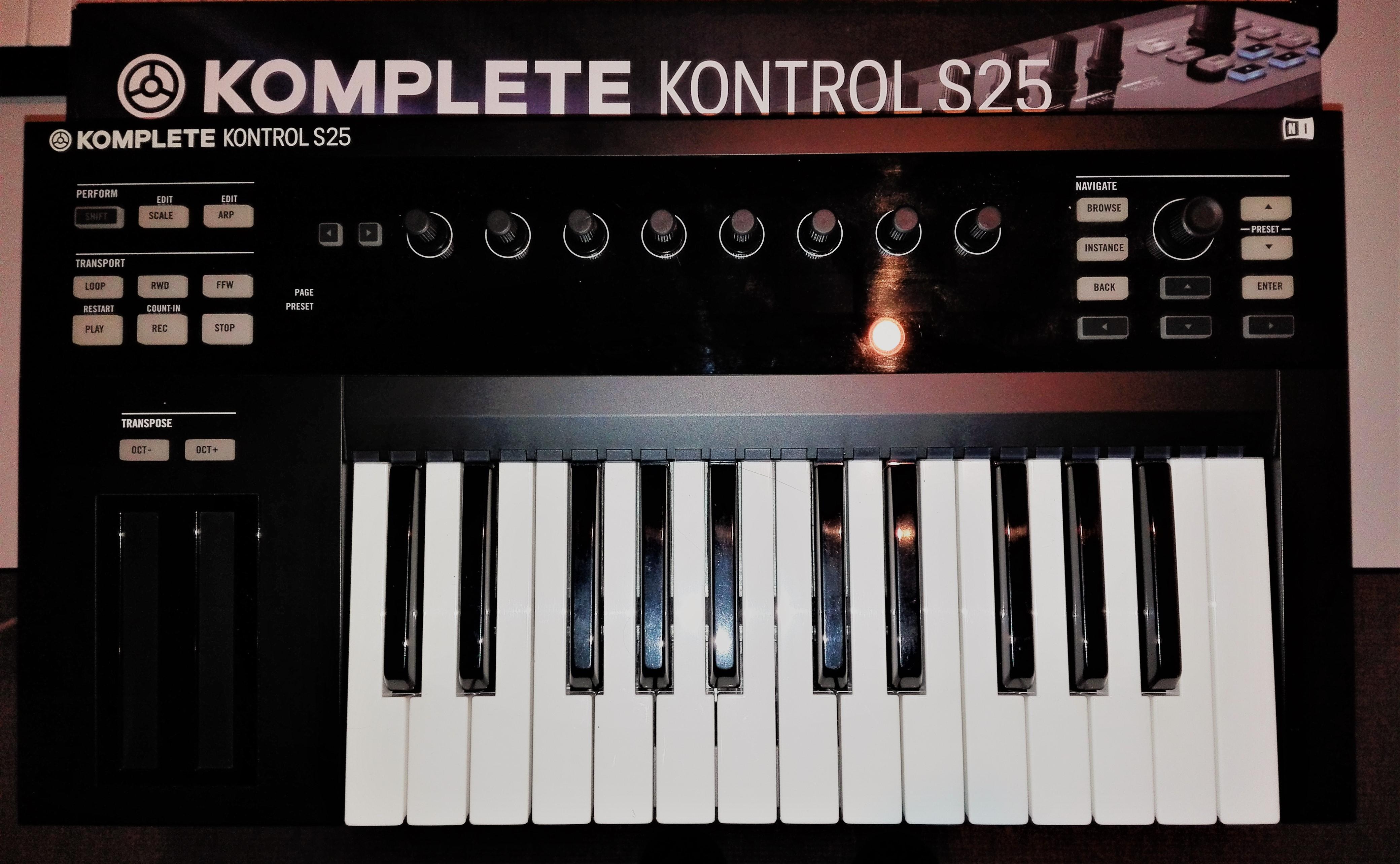 photo native instruments komplete kontrol s25 kks25 2098485 audiofanzine. Black Bedroom Furniture Sets. Home Design Ideas