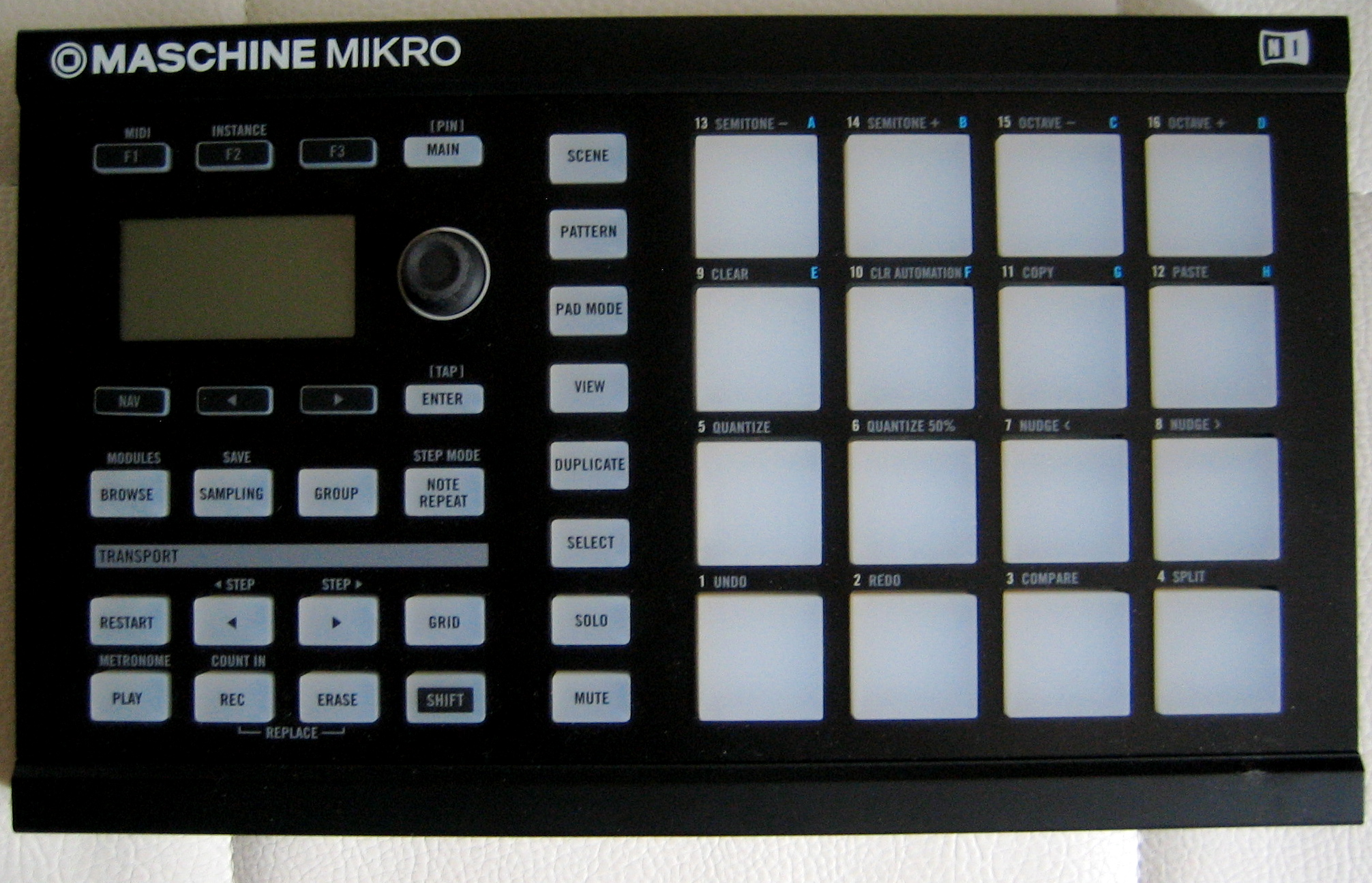 Product replaced by the native instruments maschine mikro mkii black