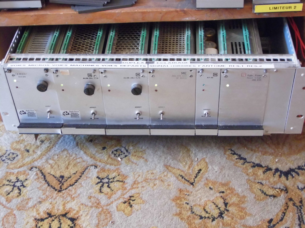 Console table de mixage analogique no name audiofanzine - Console analogique occasion ...