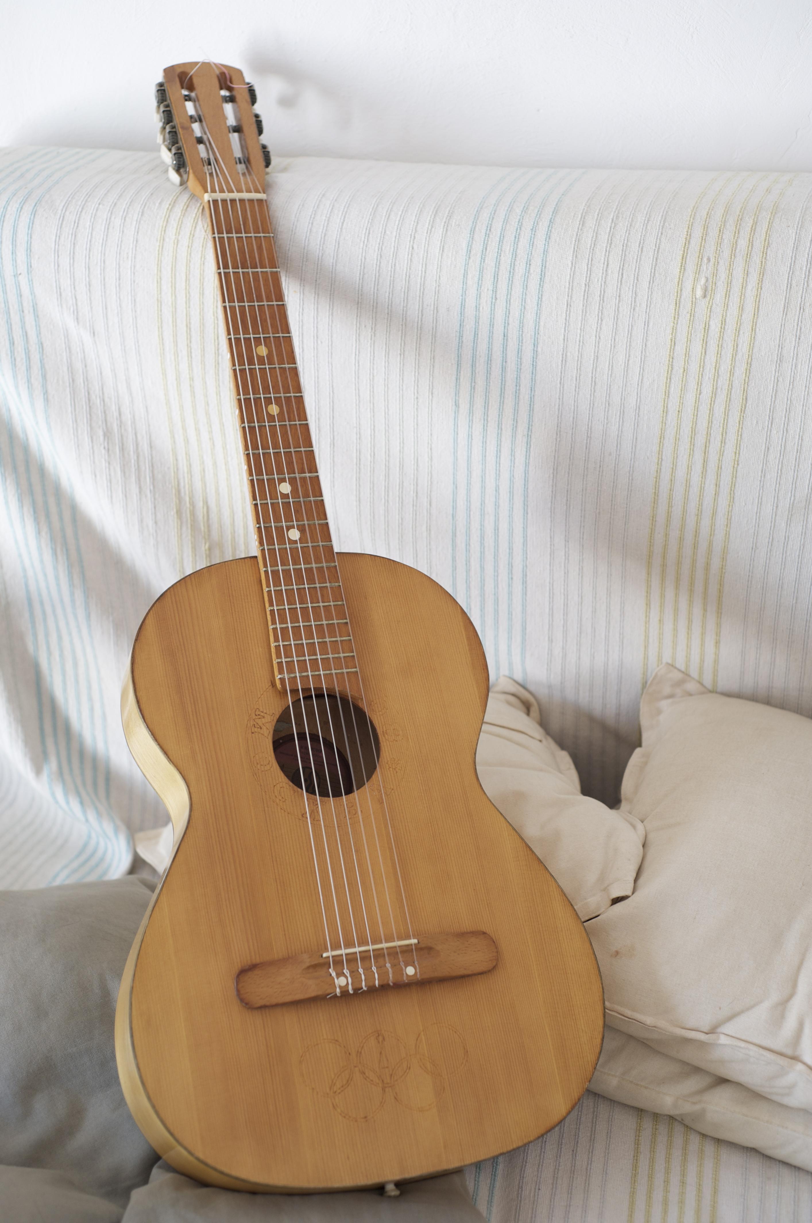 photo no name guitare acoustique guitare s che guitare. Black Bedroom Furniture Sets. Home Design Ideas