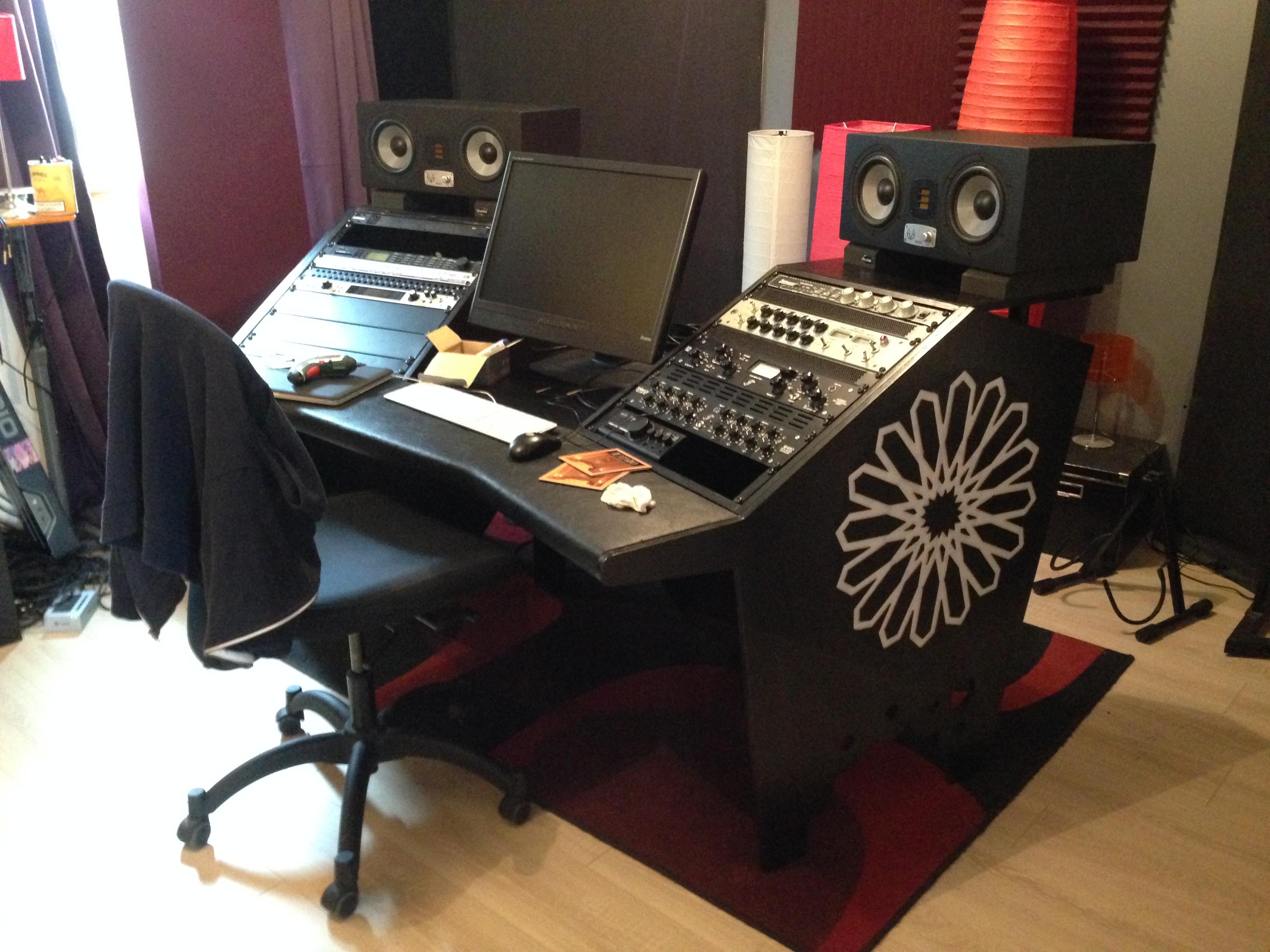 no name meuble rack bureau studio image 1149362 audiofanzine. Black Bedroom Furniture Sets. Home Design Ideas