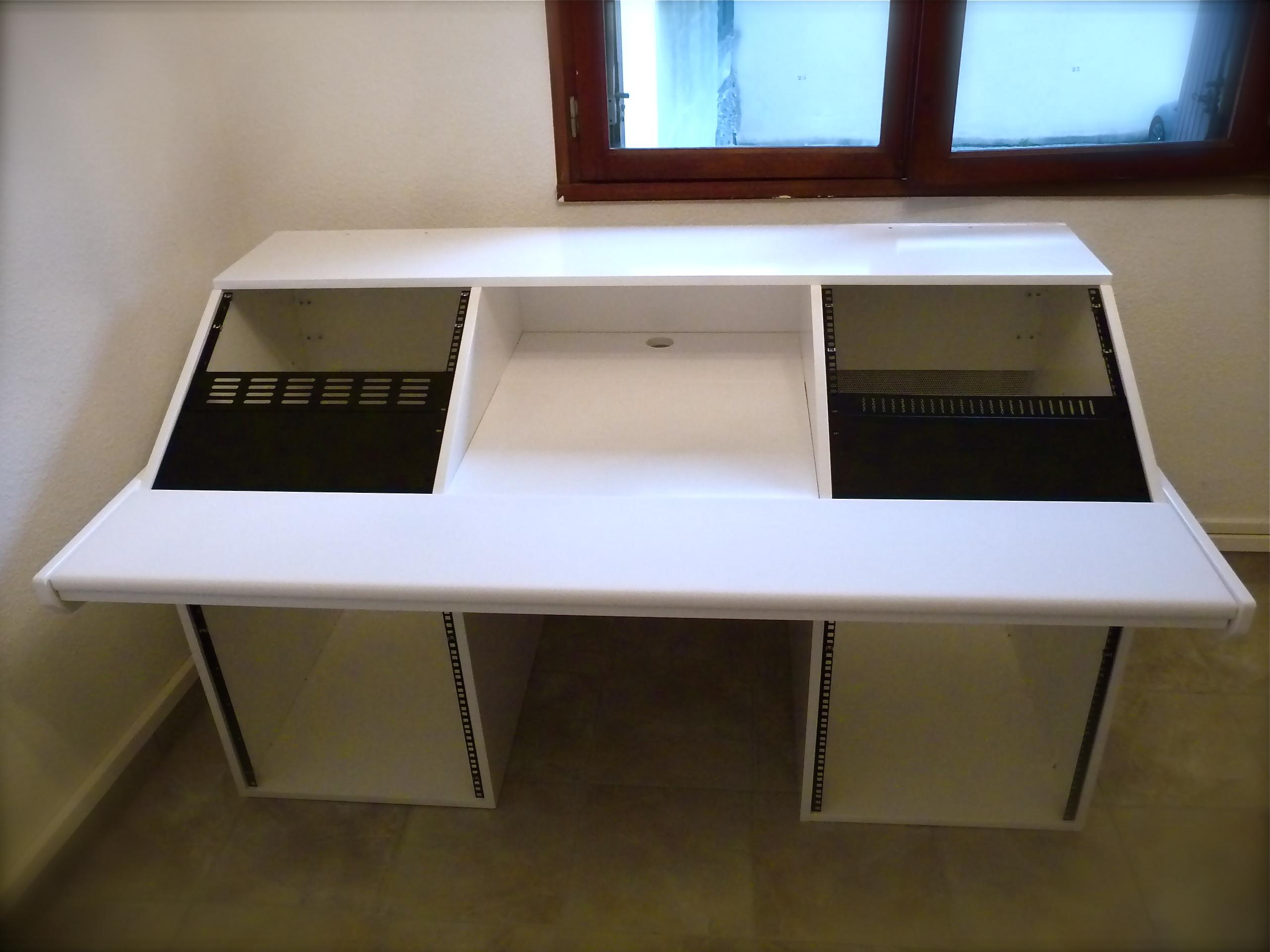 photo no name meuble rack bureau studio no name meuble rack bureau studio 71667. Black Bedroom Furniture Sets. Home Design Ideas