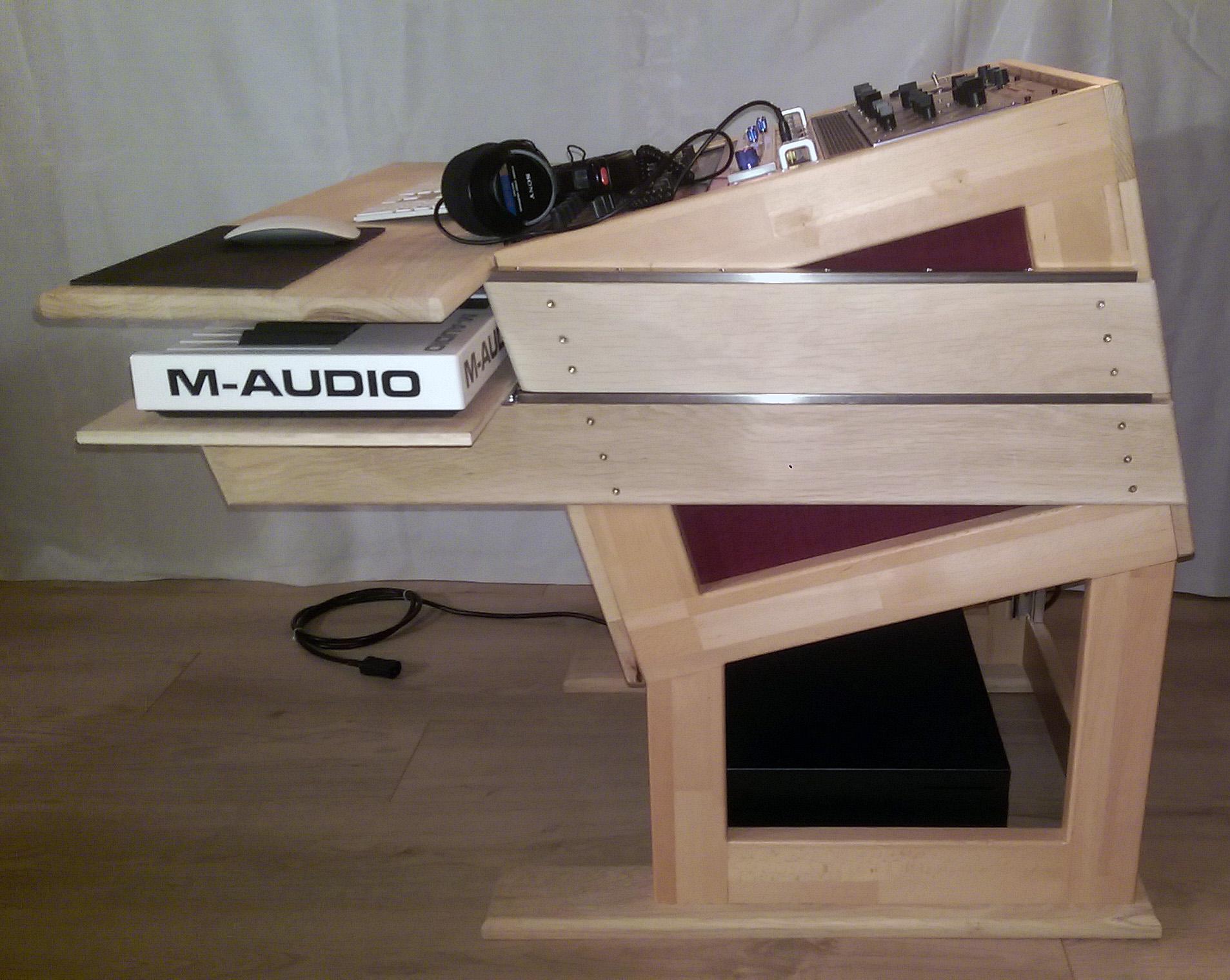 Vend bureau ergonomique pour studio mixage mastering compo nord