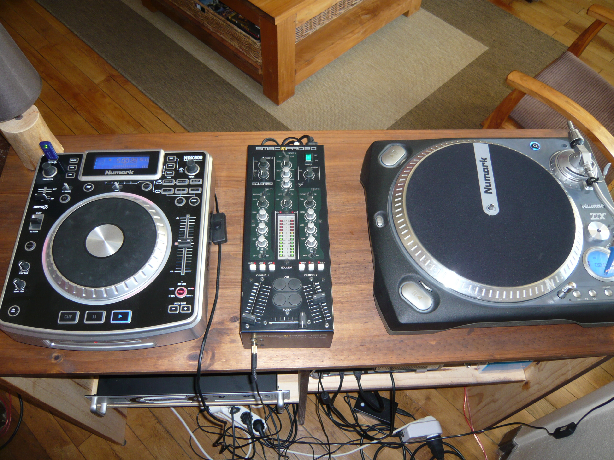 photo numark ttx numark platines table de mixage ampli. Black Bedroom Furniture Sets. Home Design Ideas