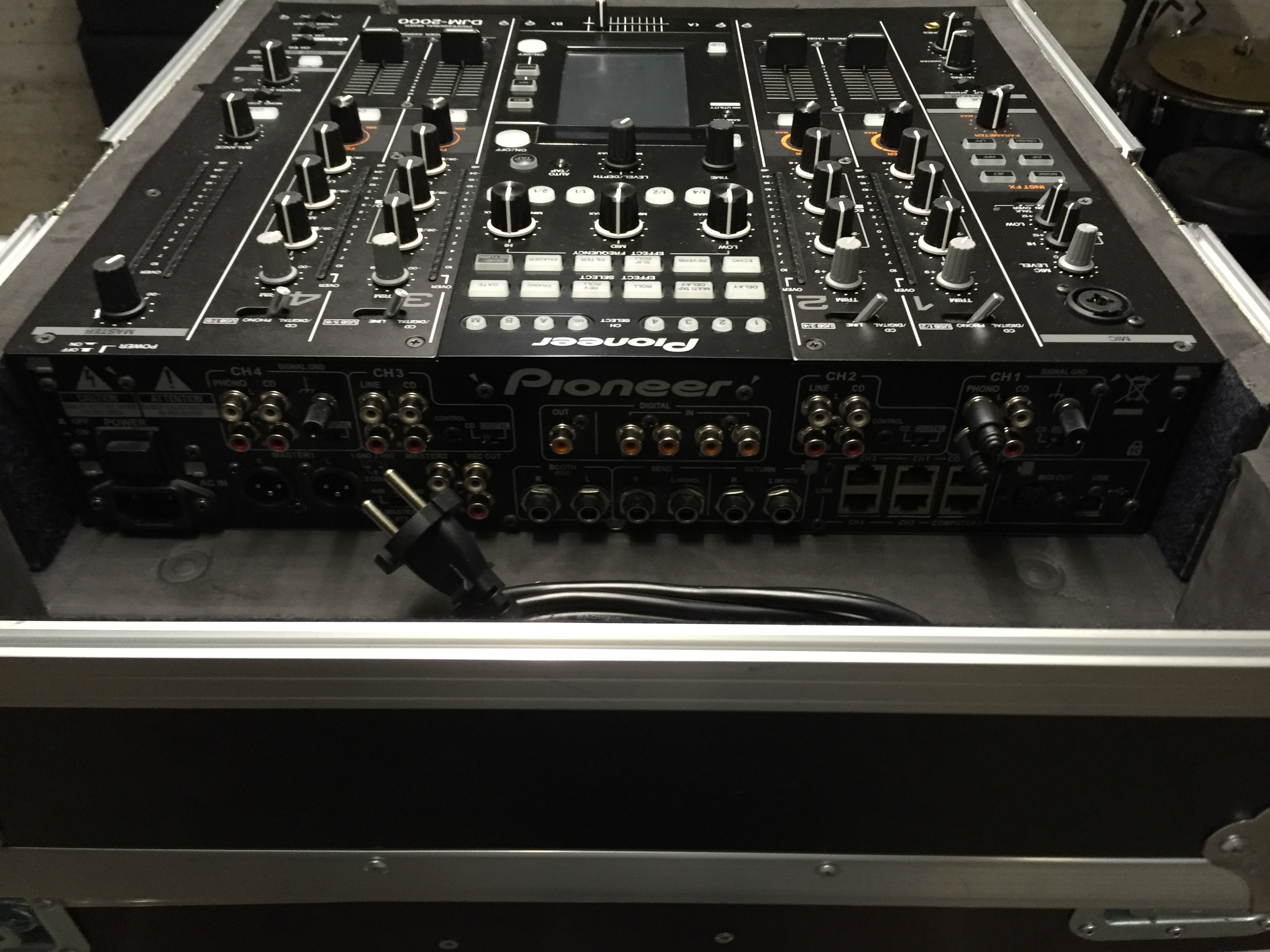 Pioneer djm2000 et flight case rh ne alpes audiofanzine - Table de mixage pioneer djm 2000 ...