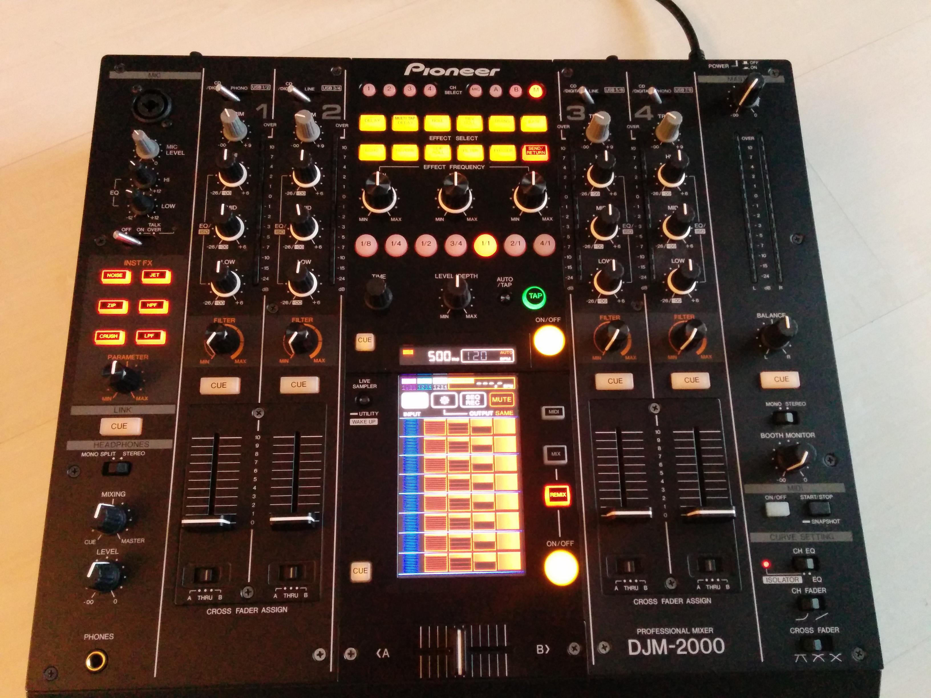 Vends table de mixage pioneer djm 2000 excellent etat - Table de mixage pioneer djm 2000 ...