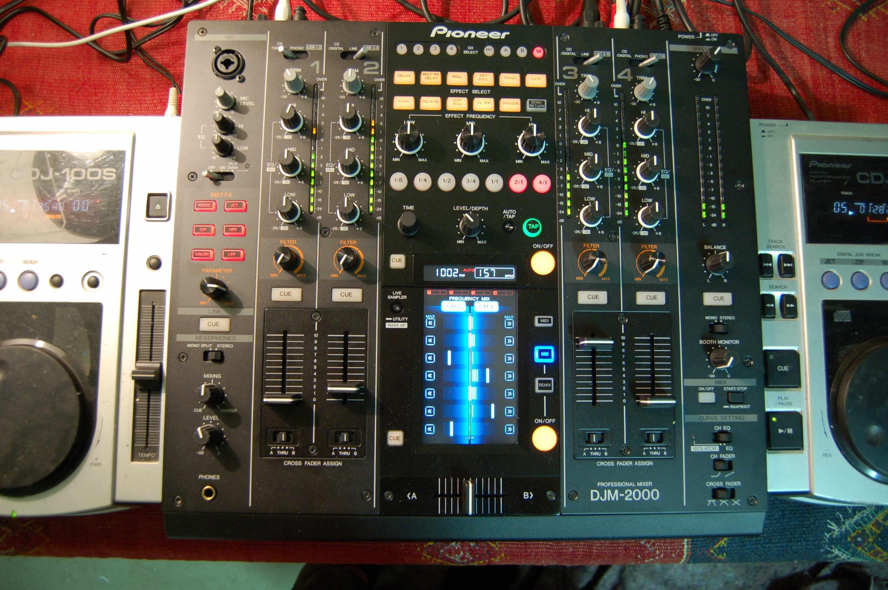 Test de la pioneer djm 2000 la reine des pionni res - Table de mixage pioneer djm 2000 ...